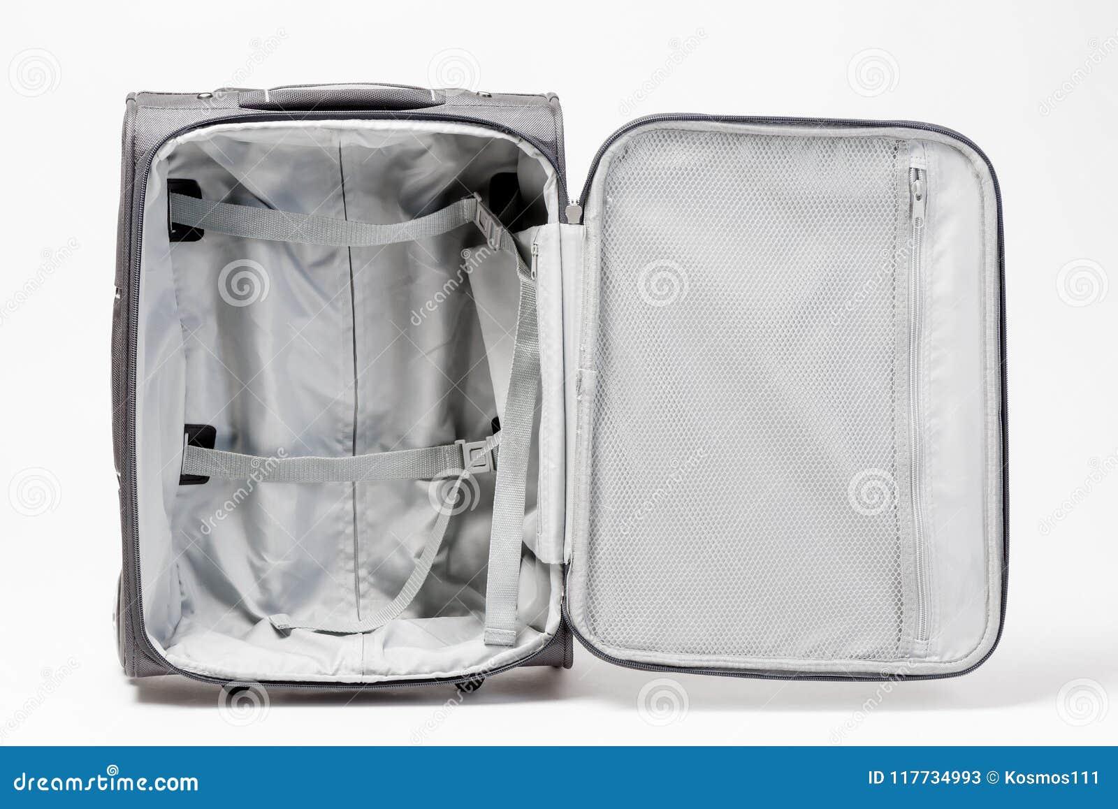 9e3a68260f Una valigia grigia aperta e vuota è pronta per un grande viaggio Valigia su  fondo bianco