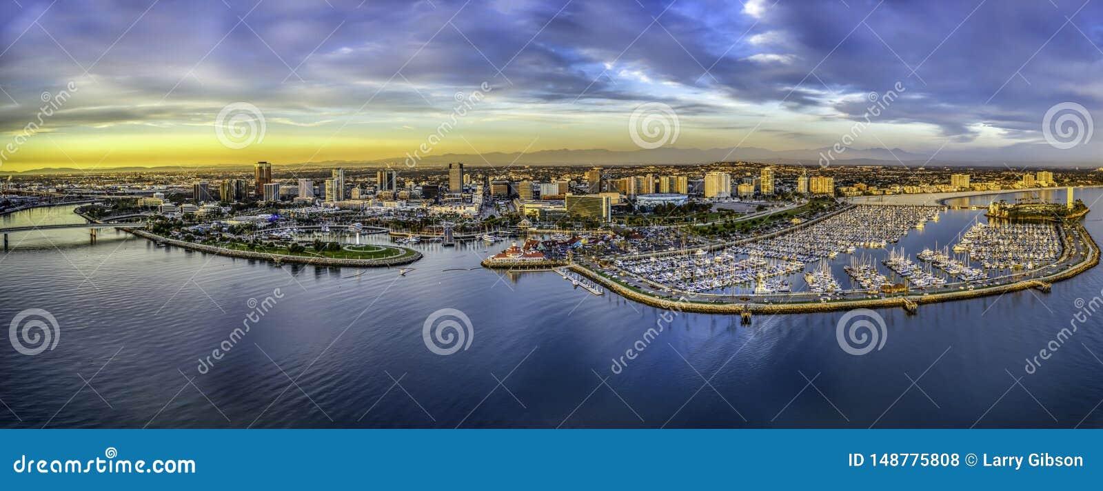 Una vista aerea di Long Beach California ed il porticciolo