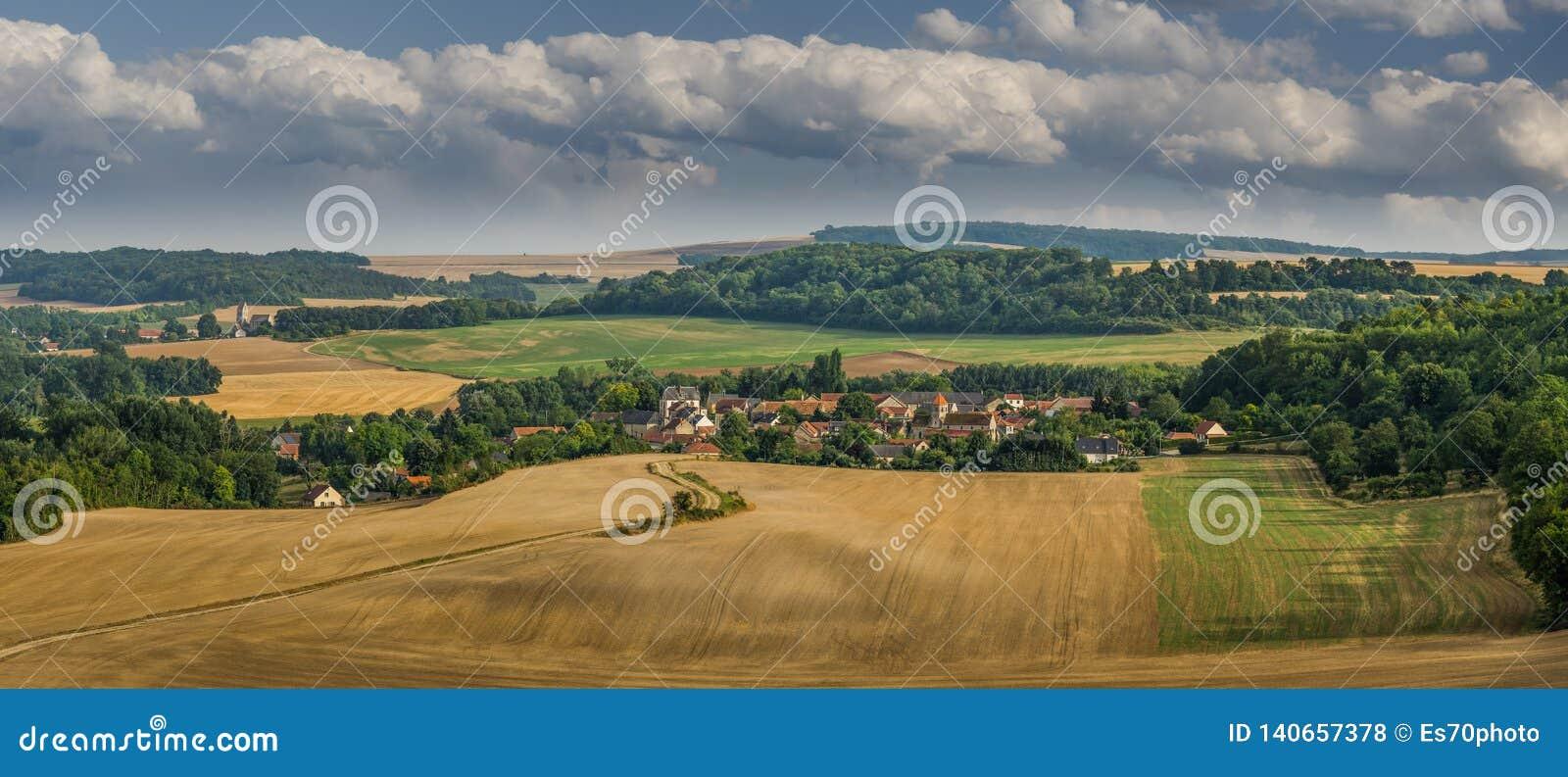 Una vista della città di san Gilles in Francia