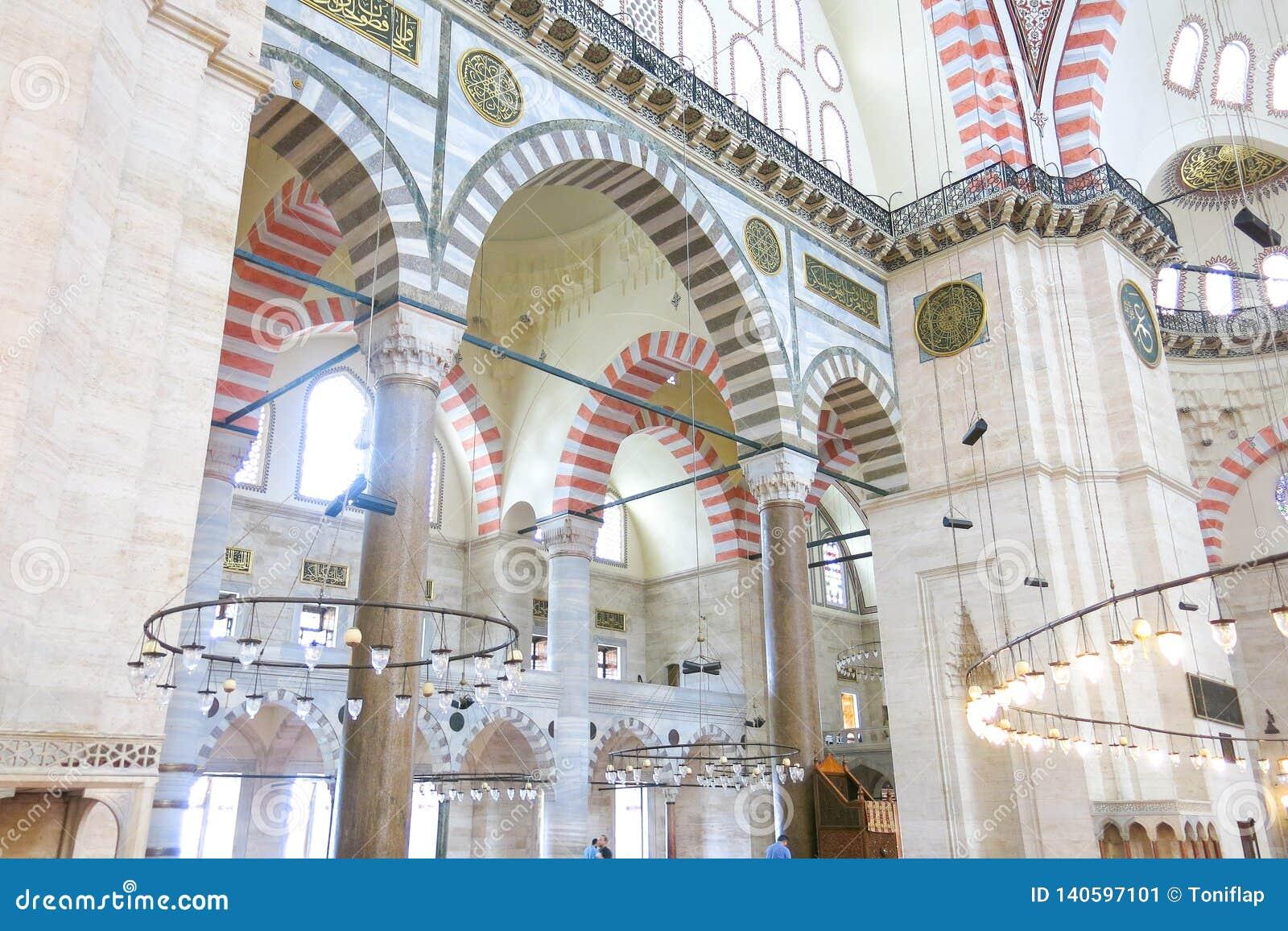 Una vista interna della moschea Suleymaniye Camisi, Costantinopoli, Turchia di Suleymaniye
