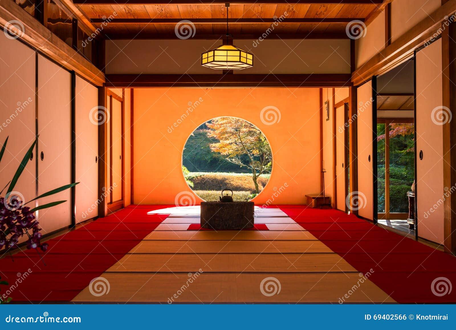 Una Vista Interna Della Sala Da Tè Giapponese In Autunno ...