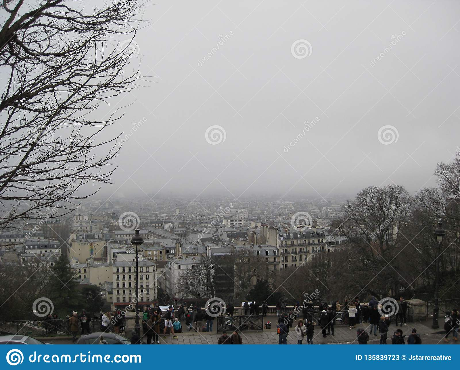 Una vista nebbiosa ur da Sacré-CÅ «, Parigi