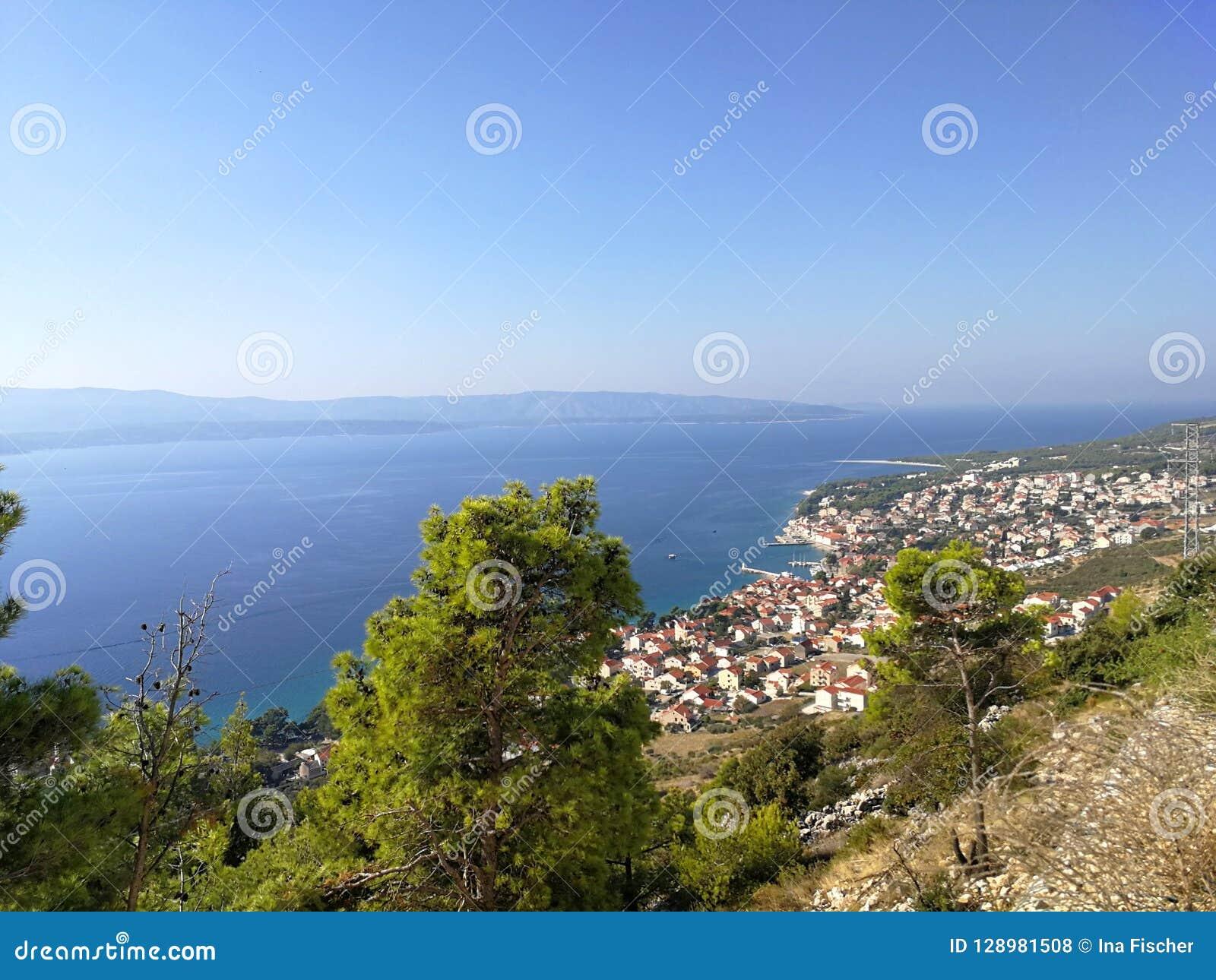 Una vista sopra il bol della città sul brac dell isola, Croazia