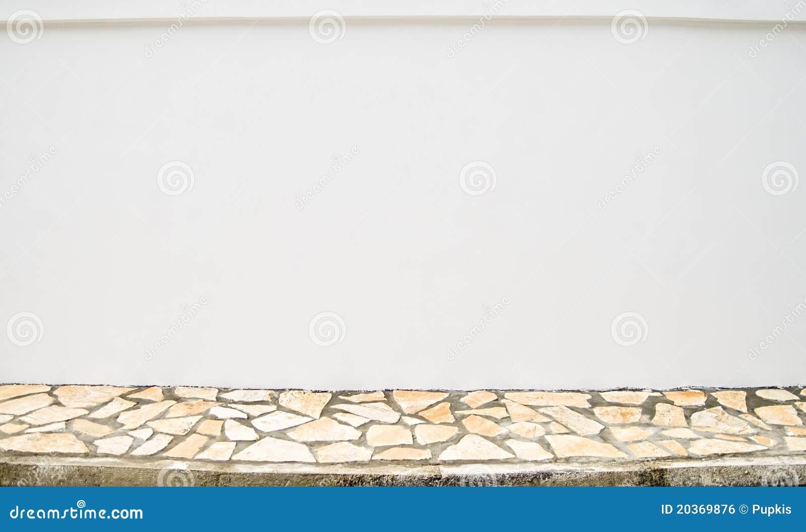 Unbelegte Wand und Bürgersteig