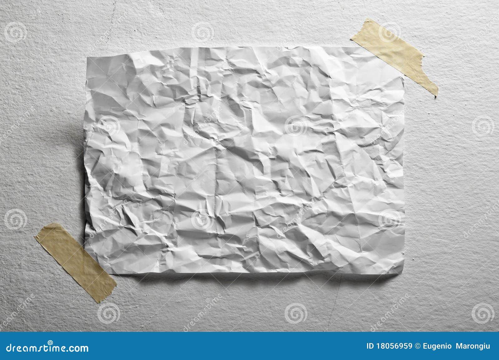 Unbelegtes Blatt Papier zerknittert