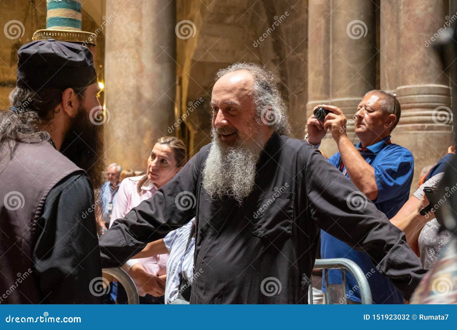 Unbestimmte Priester Jerusalems in Kirche des heiligen Grabes, im Standort der Kreuzigung, in der Beerdigung und in der Aufersteh