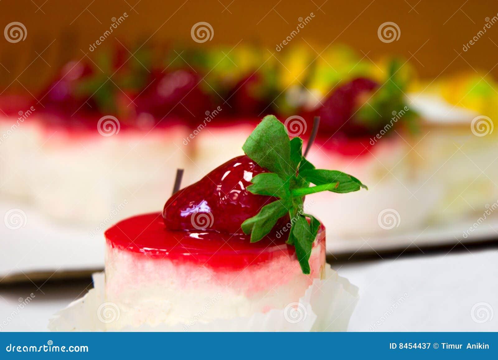Under för kräm- jordgubbar för cake sött