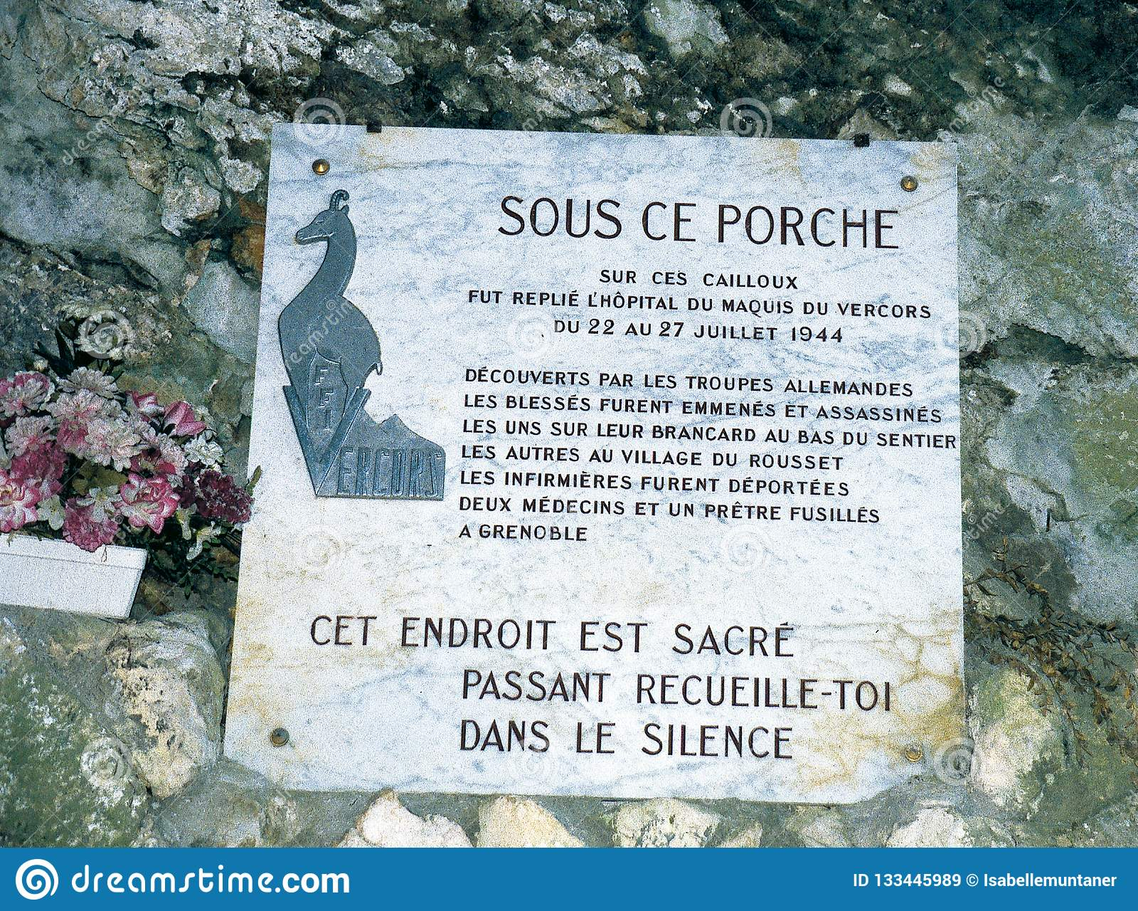 Commemorative plaque at the entrance of the cave Luire in the Vercors.