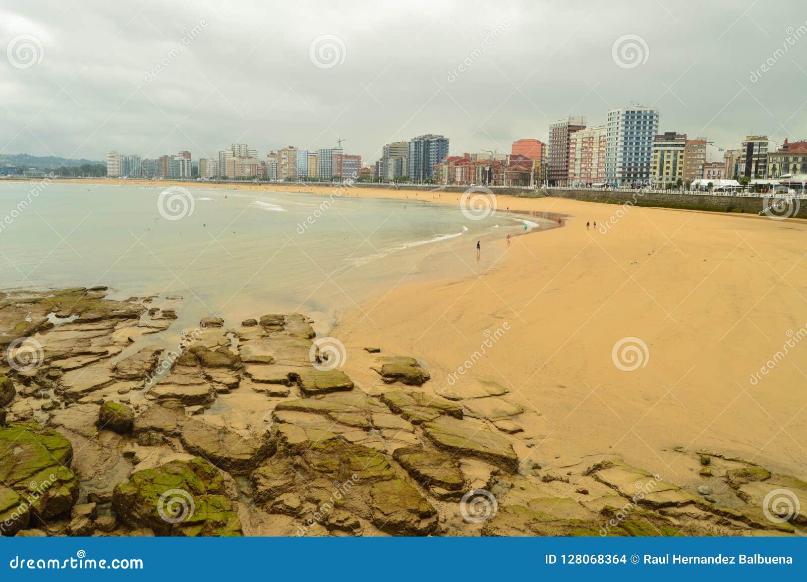 Underbart foto av stranden av San Lorenzo In Gijon Natur lopp, ferier, städer