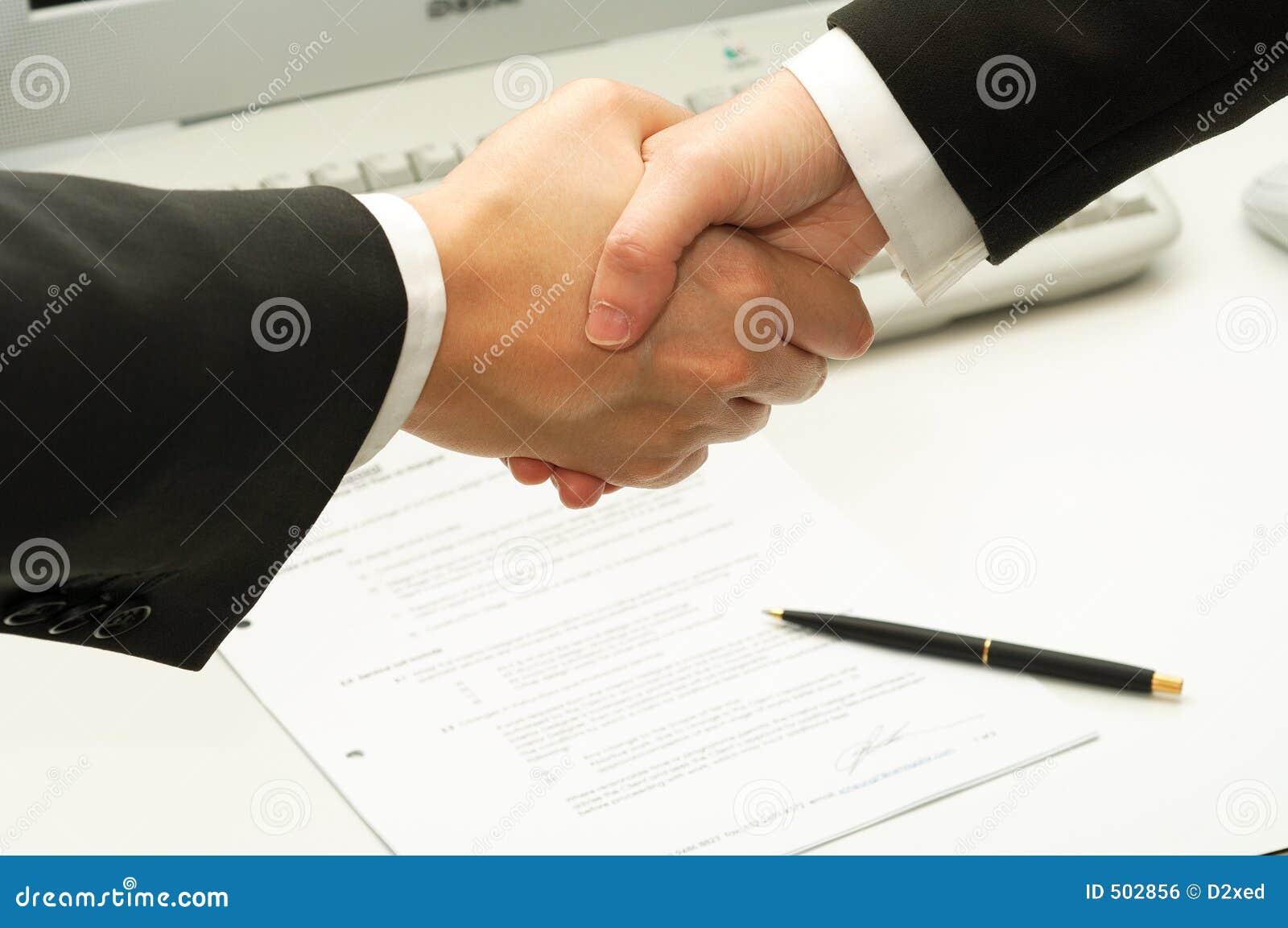 Underteckning för shake för man för affärsavtalshänder