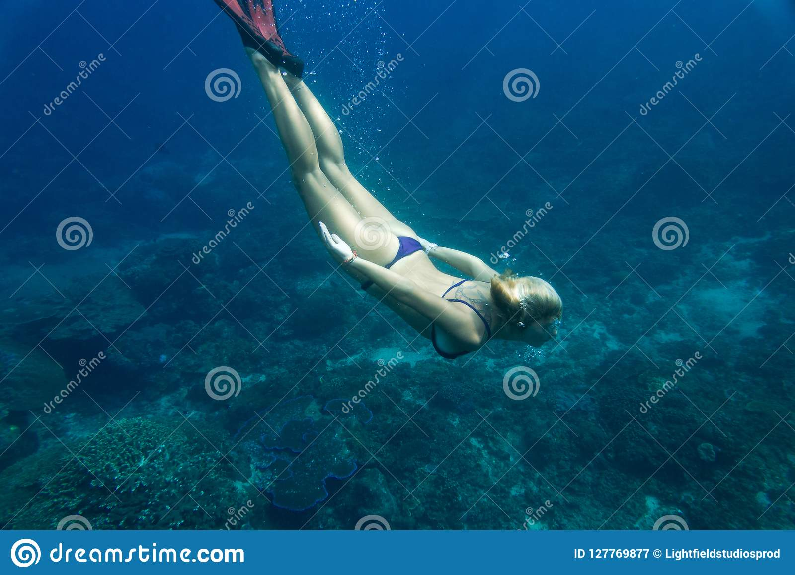1001Archives: Zena Holloway - Wet Dreams (Underwater