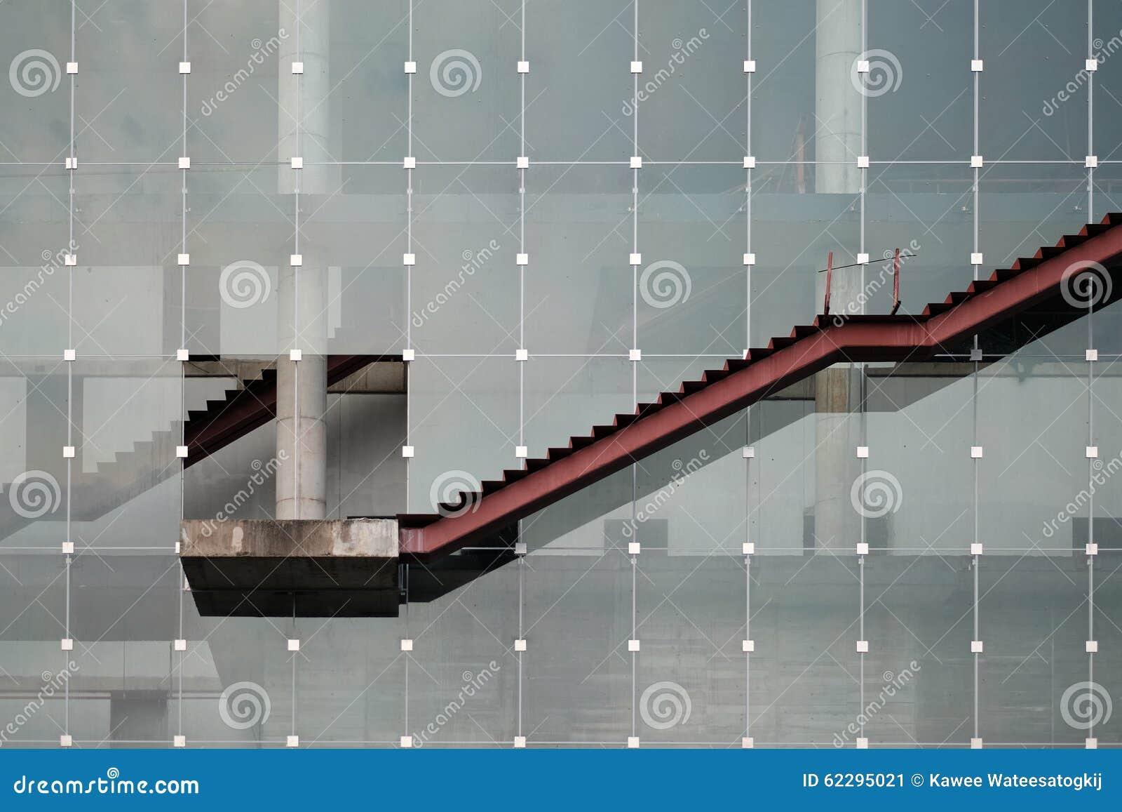 Une échelle extérieure, démontrant également graphe linéaire ascendant