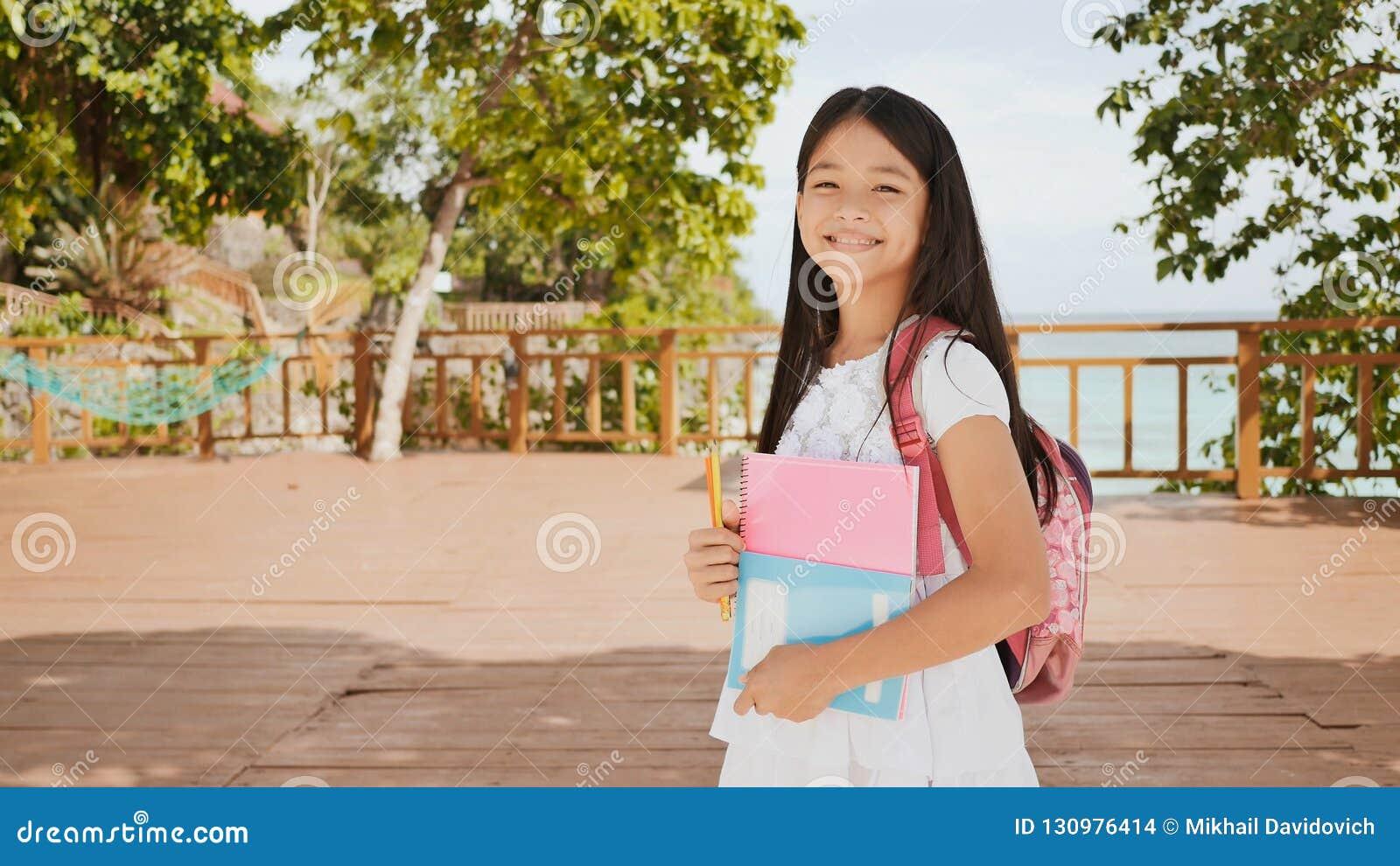 Écolière Une Un Et Charme À Du Philippine Dos Sac Avec dxoWBerC