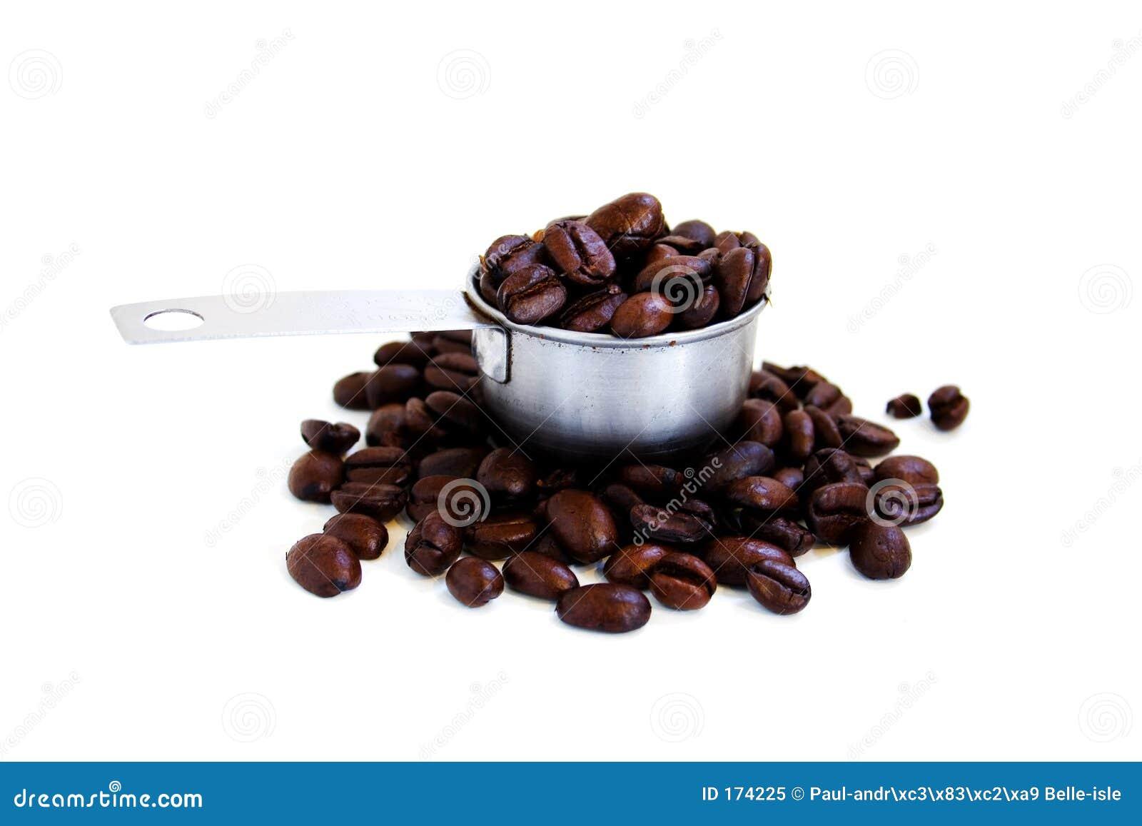 Une épuisette des grains de café