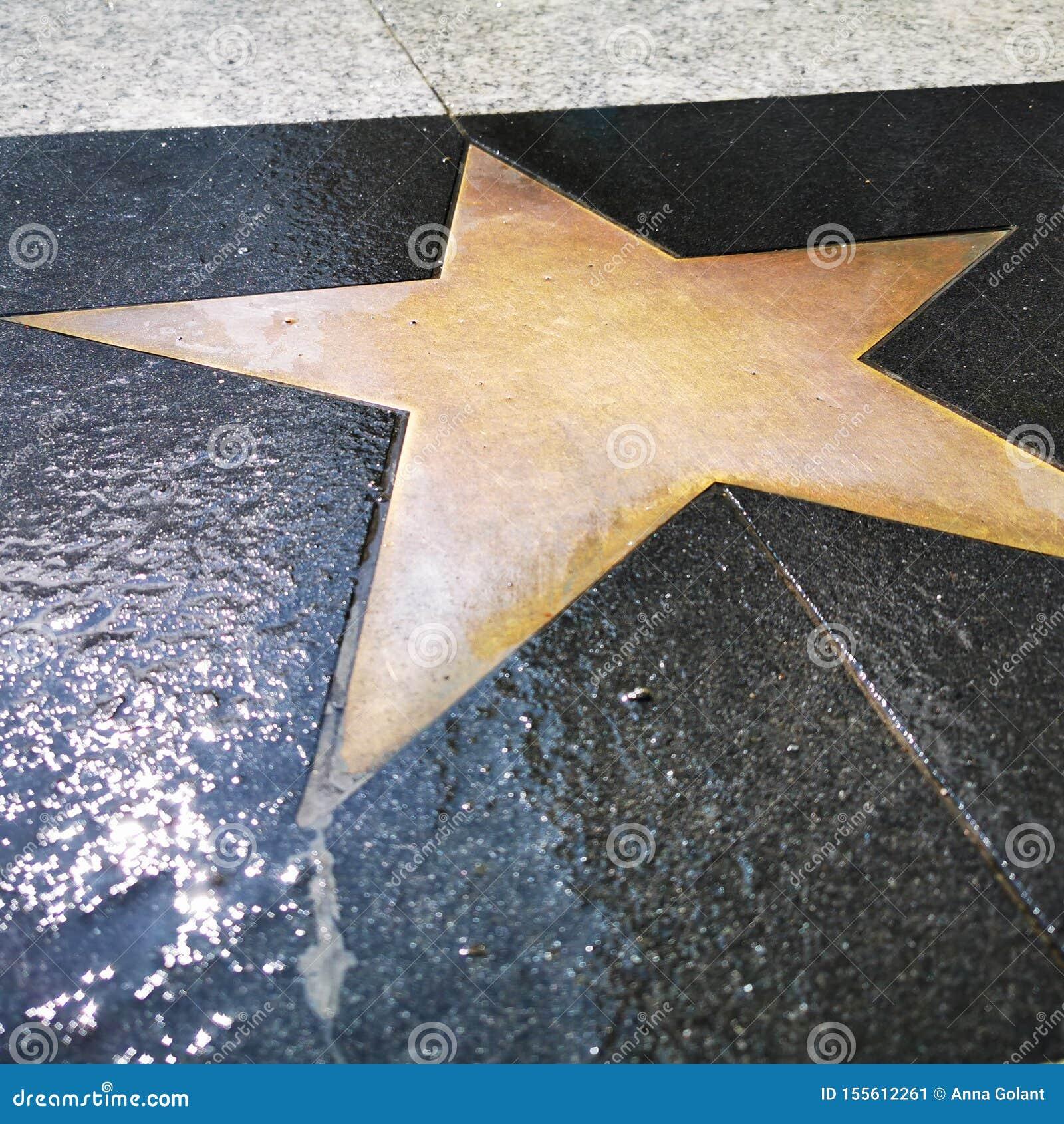 Une étoile vide sur la surface d un sentier piéton, comme les étoiles sur Hollywood Boulevard