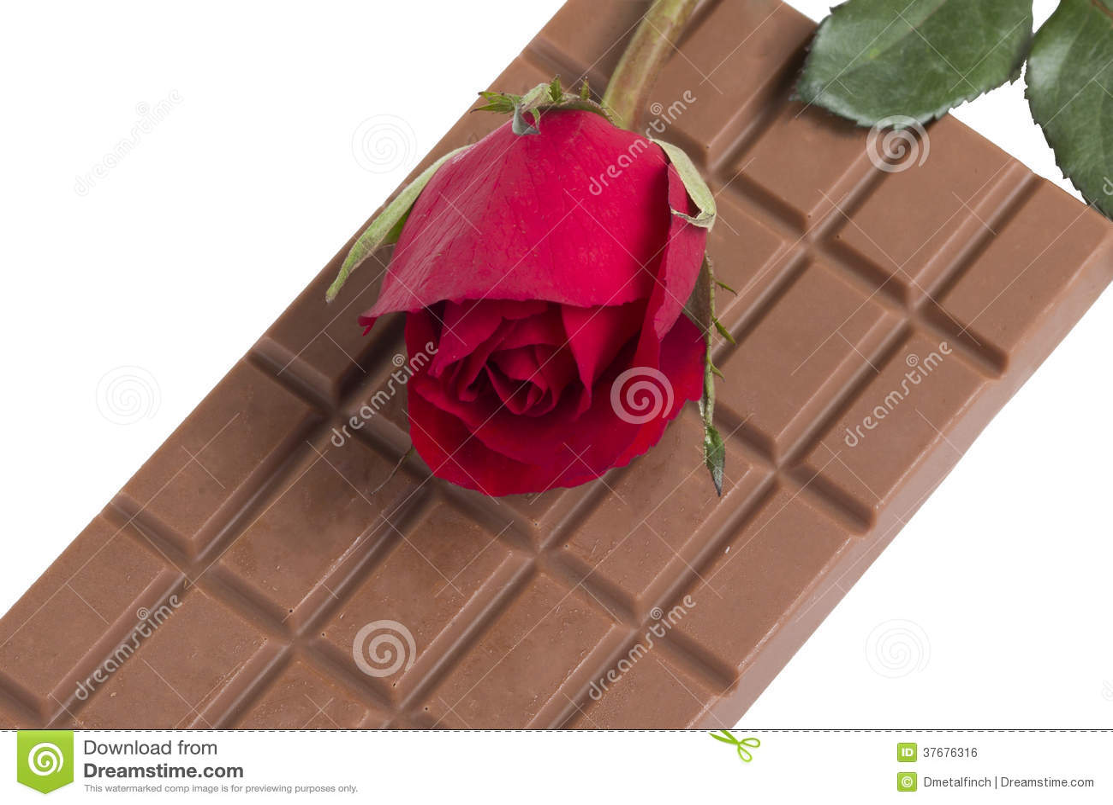 Une Barre De Chocolat Avec Une Fleur Rouge De Rose Photo Stock