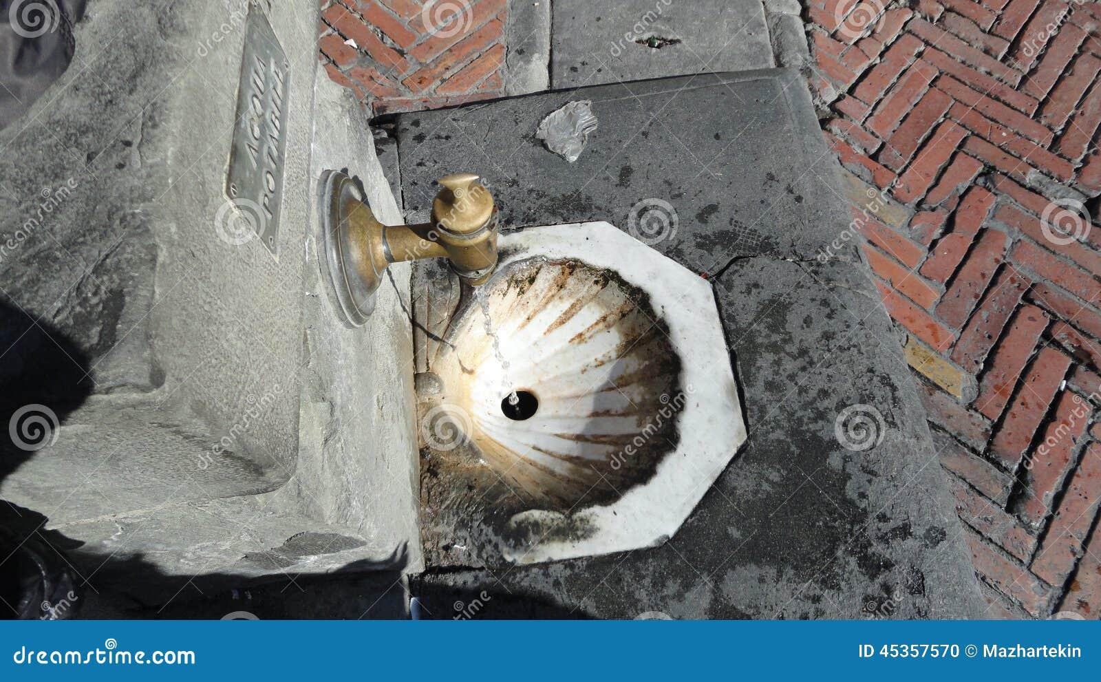 Une belle fontaine en Italie