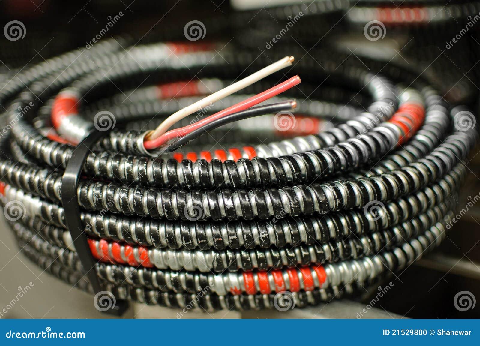 Une Bobine De Câble électrique Photo stock  Image 21529800 -> Customiser Une Bobine De Cable