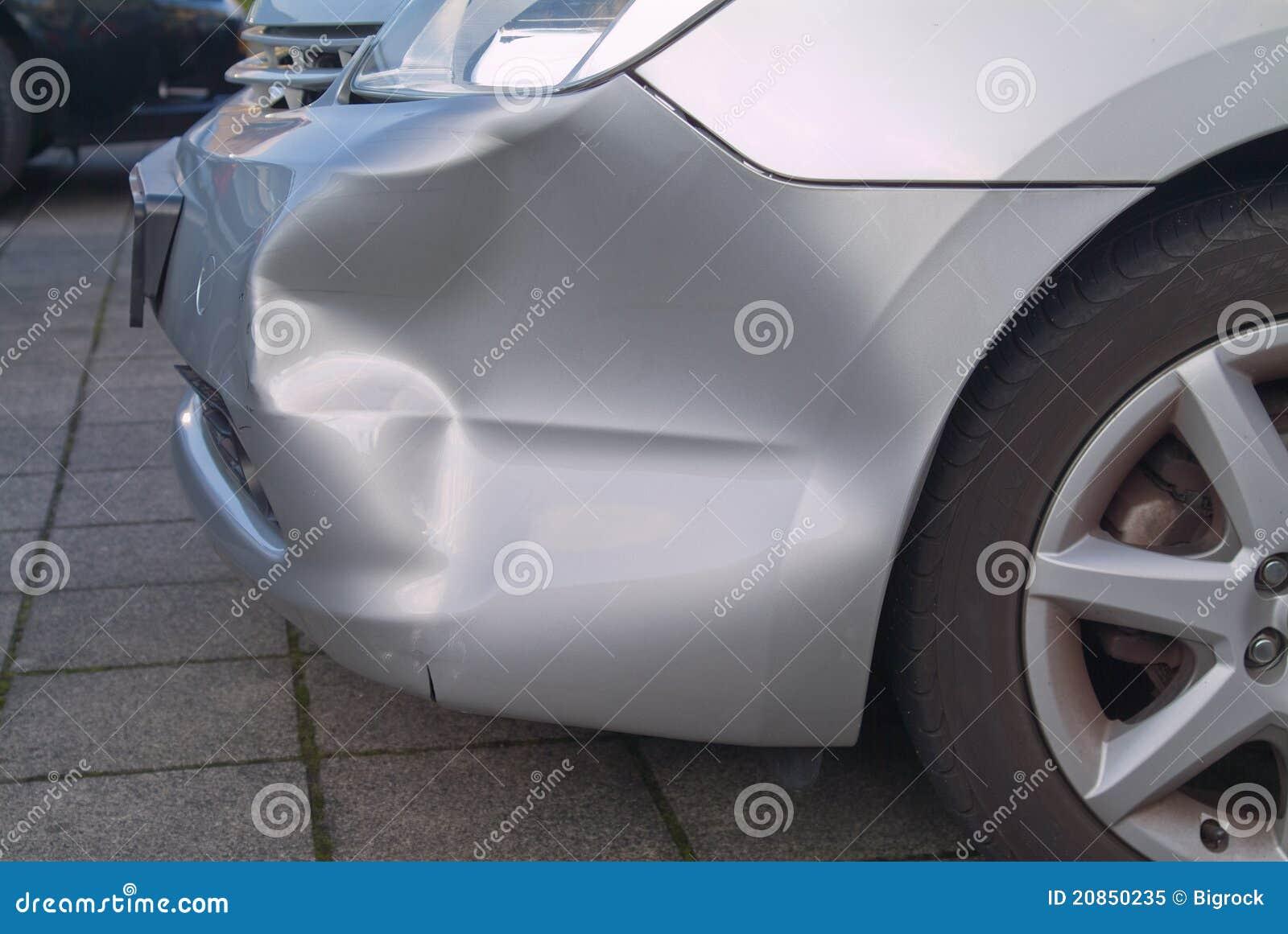 Une bosselure dans un véhicule