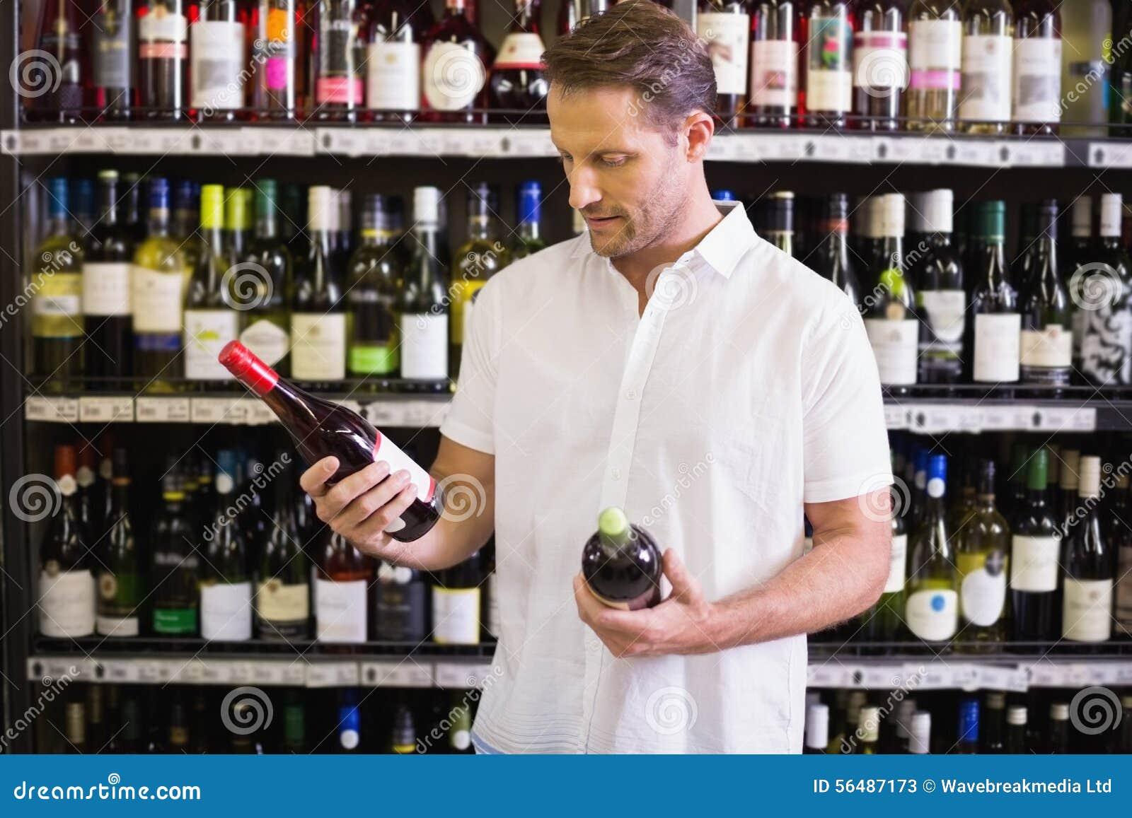 Une bouteille de vin de regard belle