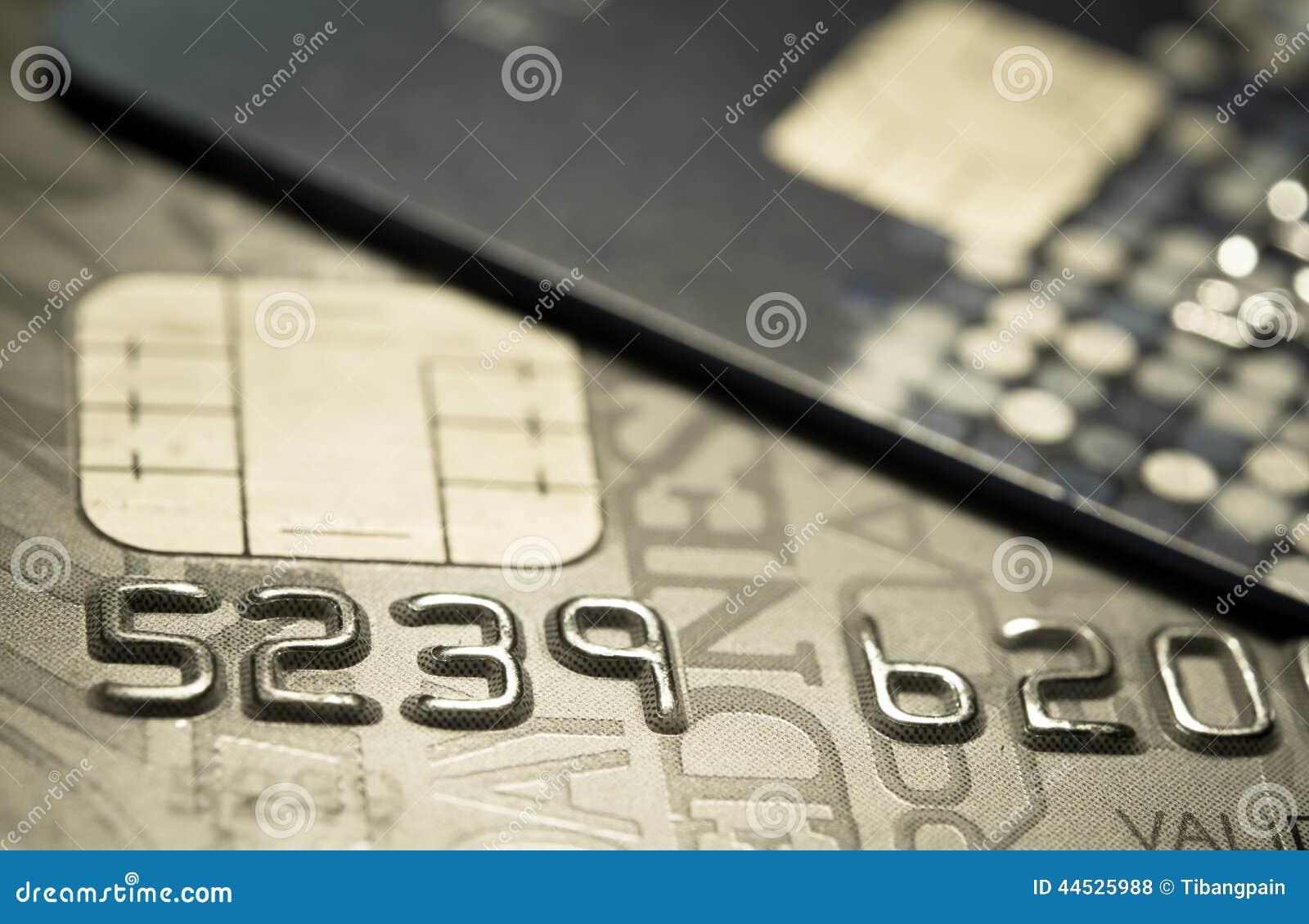 Une carte de crédit haute plus étroite