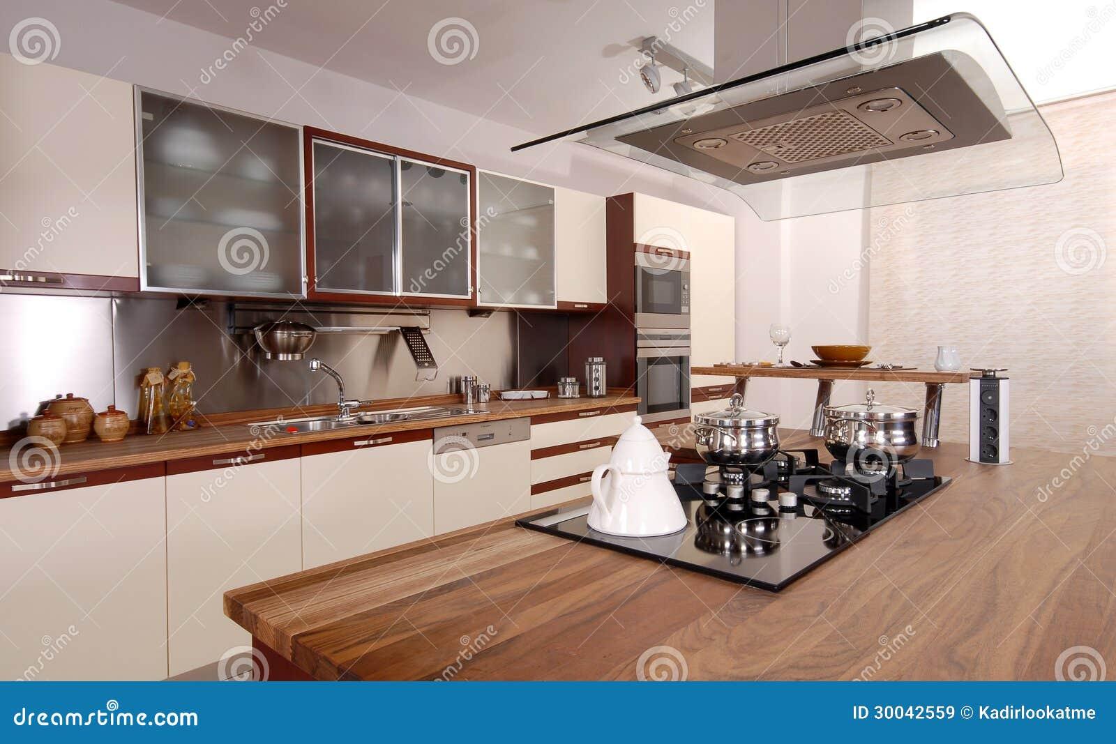 Nettoyez la cuisine moderne image stock image du for Une cuisine moderne