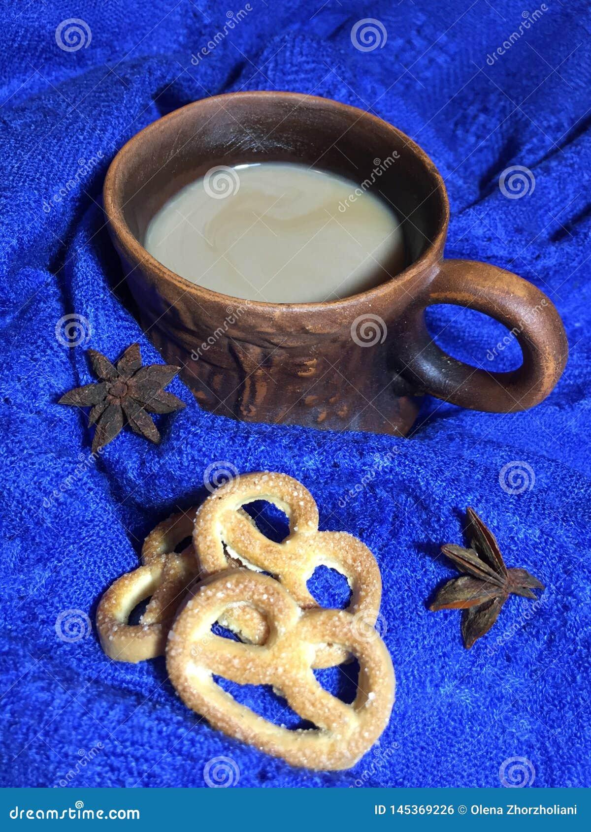 Une cuvette de caf? avec du lait