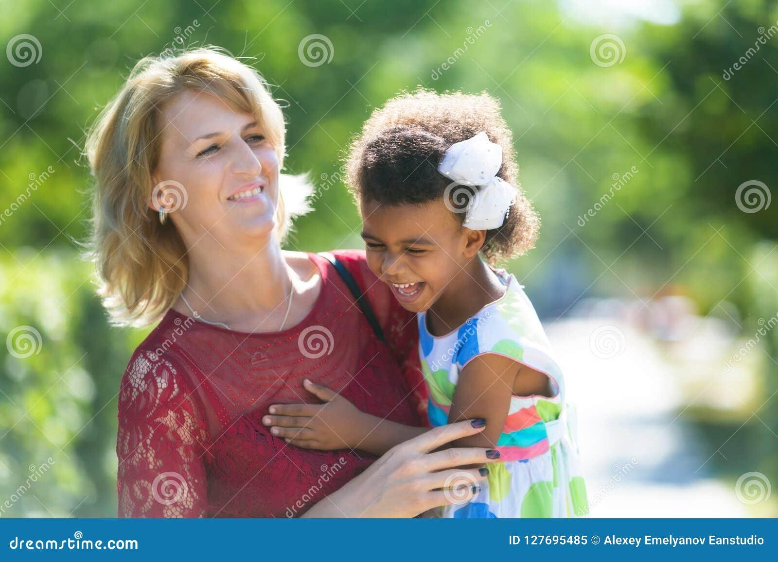 mon fils sort avec une fille blanche