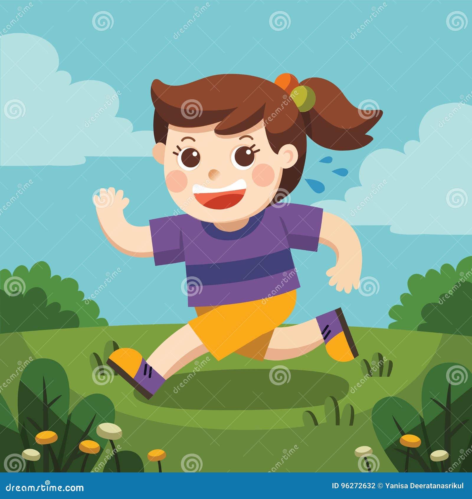 Une fille mignonne courant autour du terrain de jeu