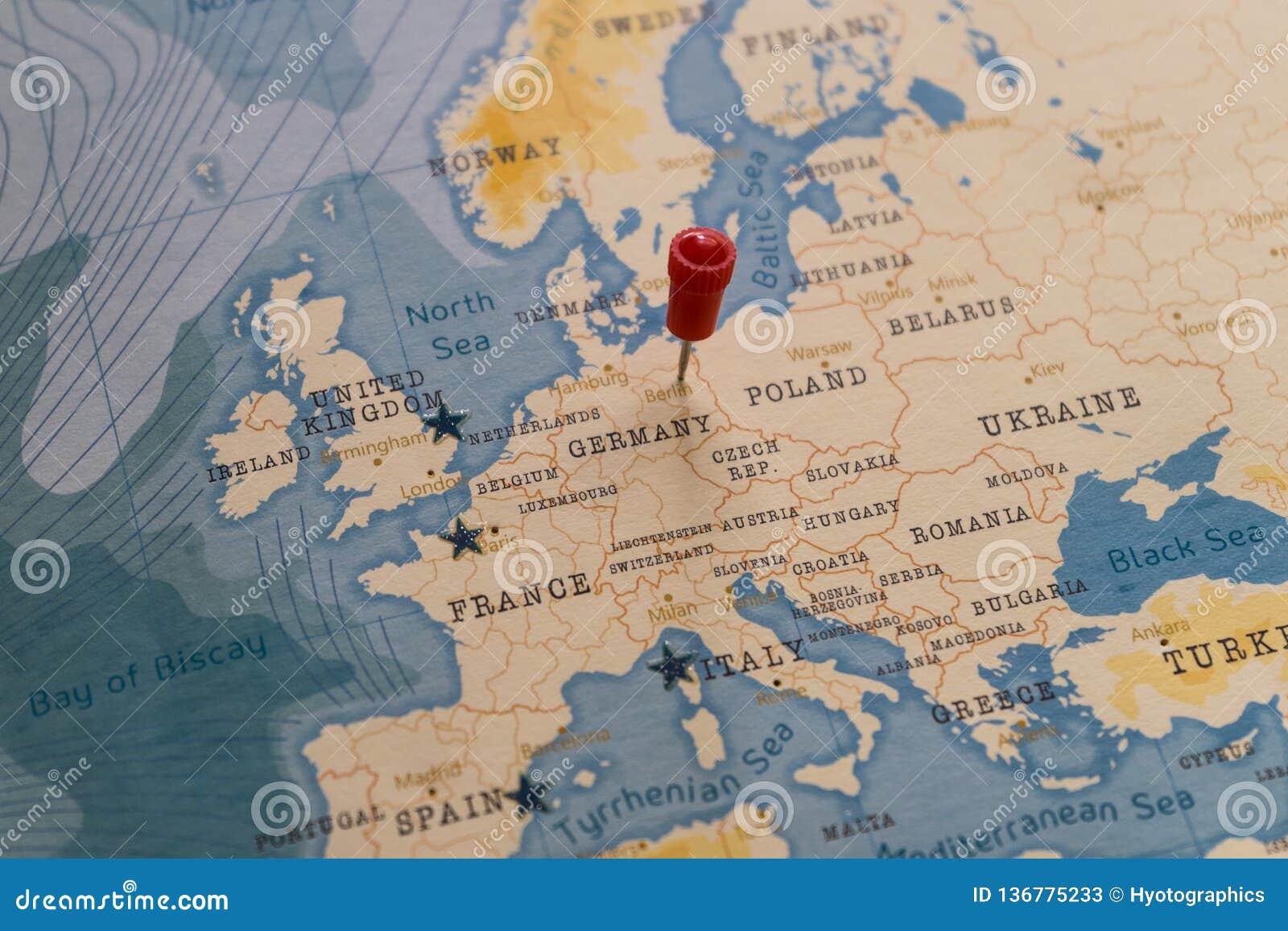Carte Du Monde Allemagne.Une Goupille Sur Berlin Allemagne Dans La Carte Du Monde