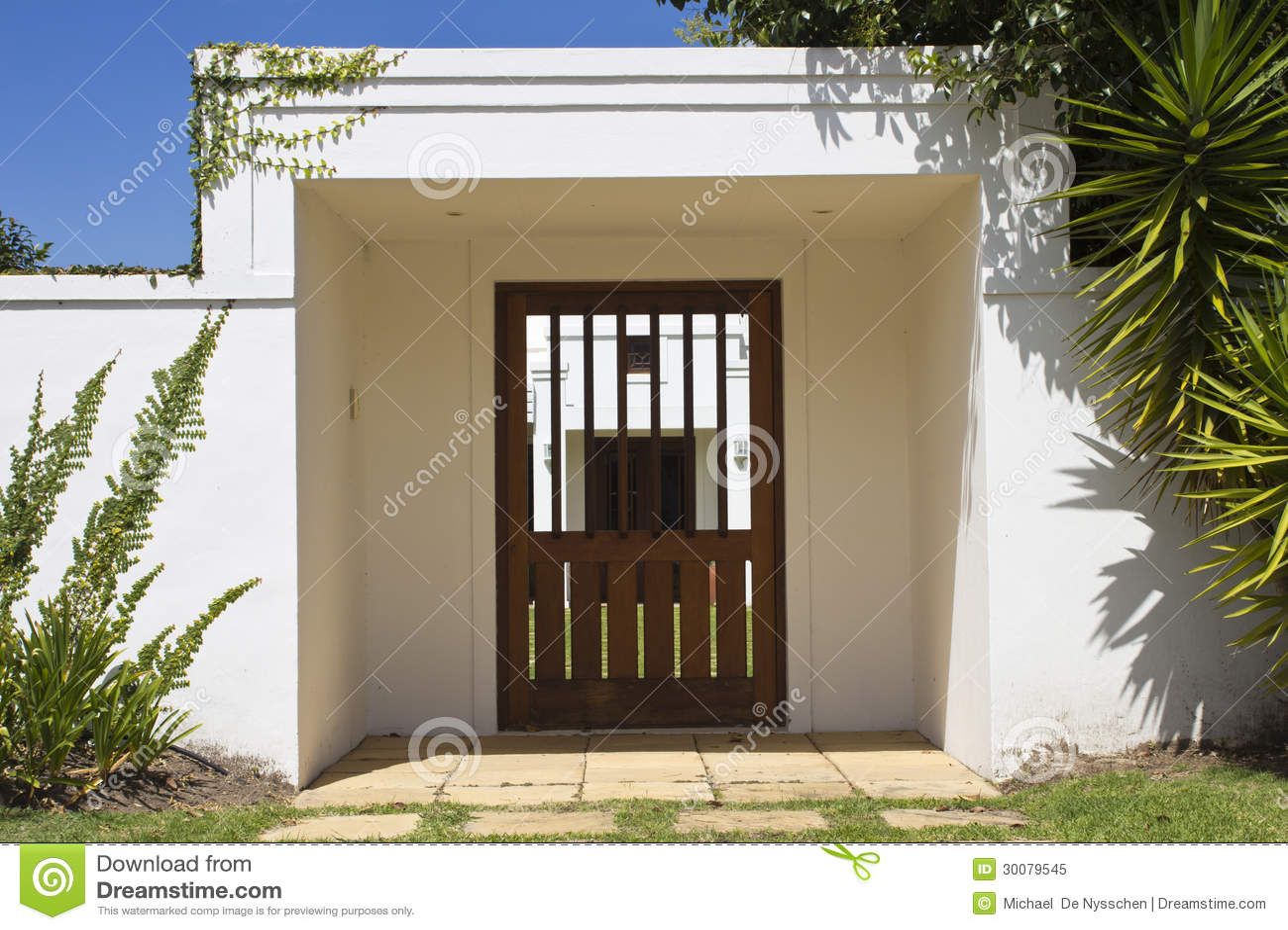porte d 39 entr e de jardin image stock image du creeper 30079545. Black Bedroom Furniture Sets. Home Design Ideas
