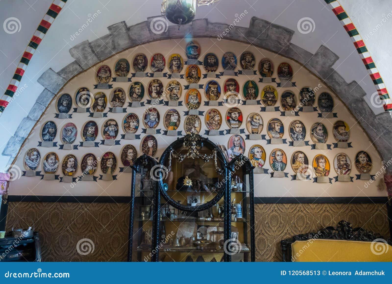 Une image de la généalogie des chiffres historiques aussi bien que les objets exposés et les meubles célèbres de musée
