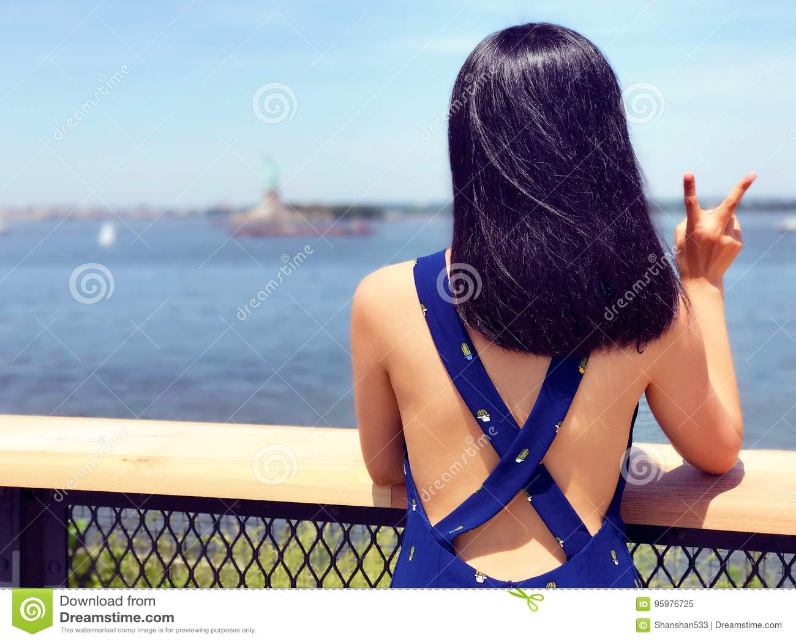 Une jeune femme sur l île des Gouverneurs