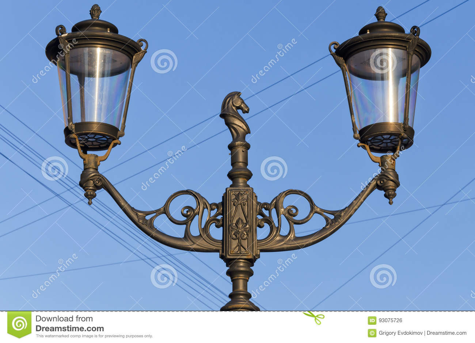 Une lanterne sur la rue de Malaya Konyushennaya