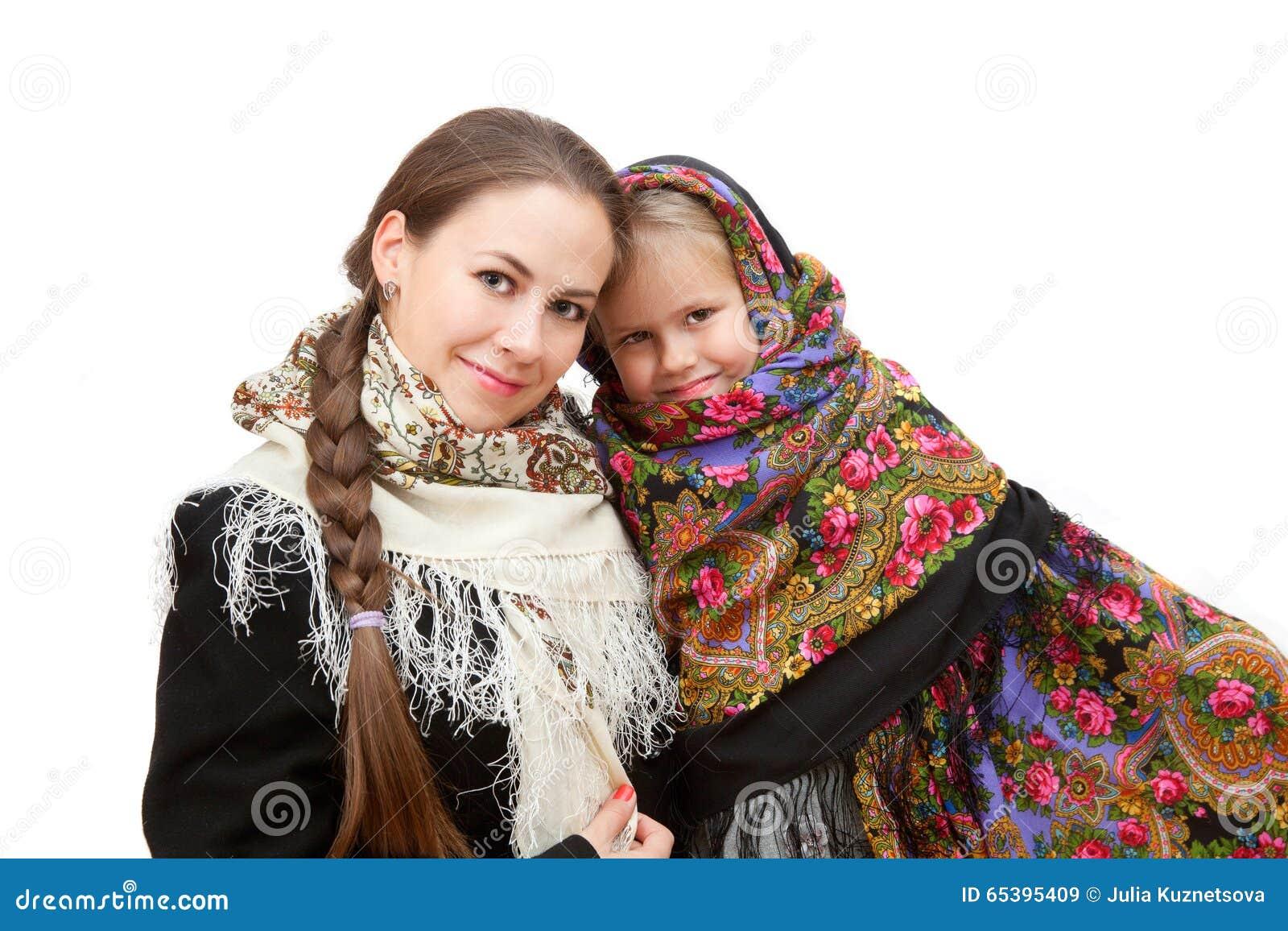 une m re attirante avec la petite fille dans des foulards russes image stock image du personne. Black Bedroom Furniture Sets. Home Design Ideas