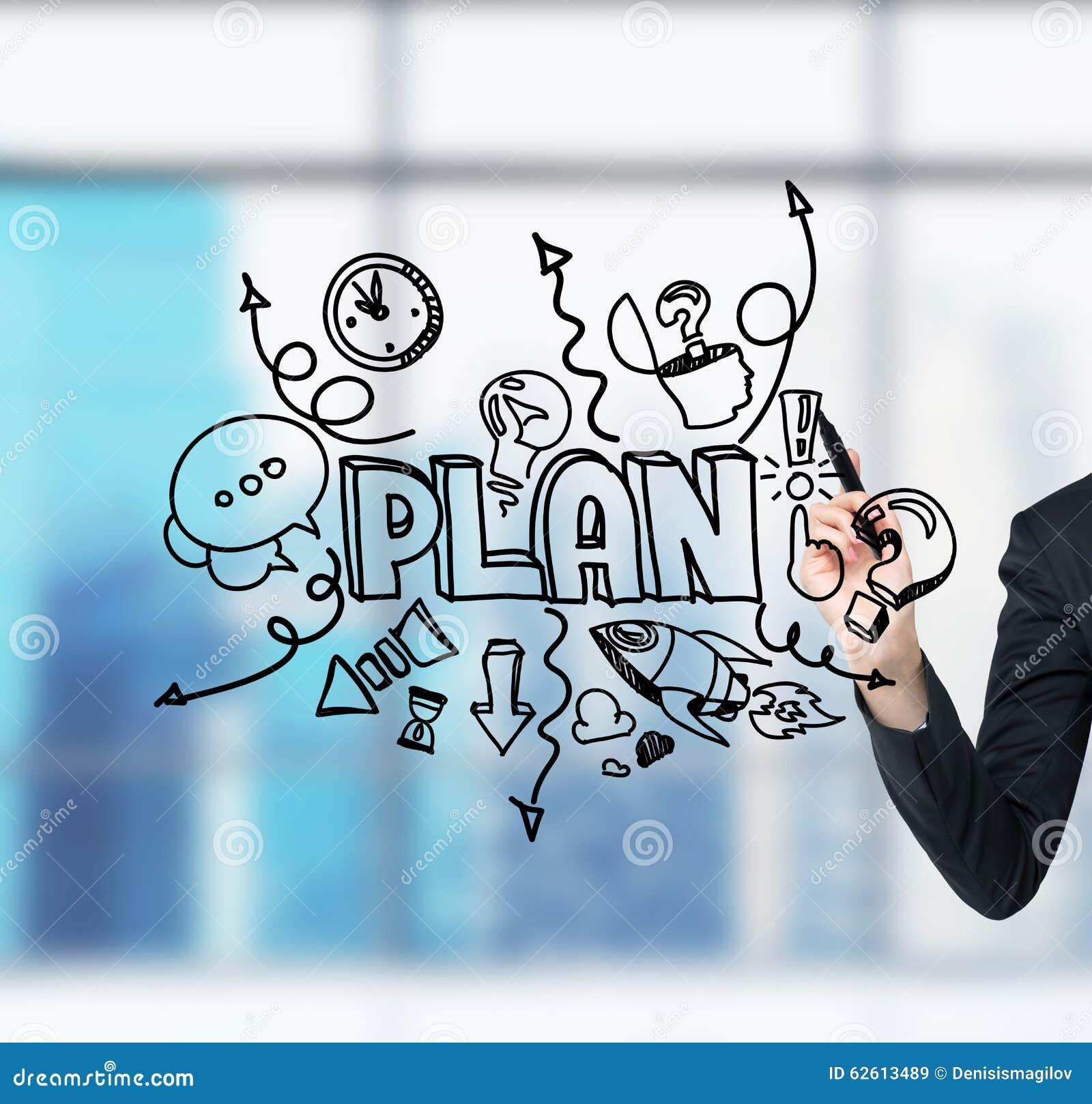 Une main de femme d affaires qui dessine un croquis de développement de plan d action sur l écran en verre Un bureau panoramique