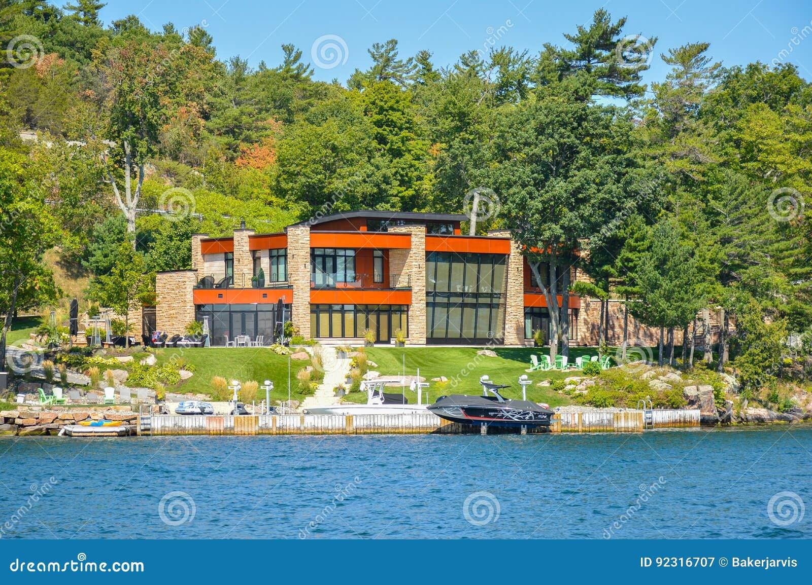 Kingston, Canada   3 Septembre 2016 : Une Maison Moderne 1000 îles Et à  Kingston Dans Ontario, Canada
