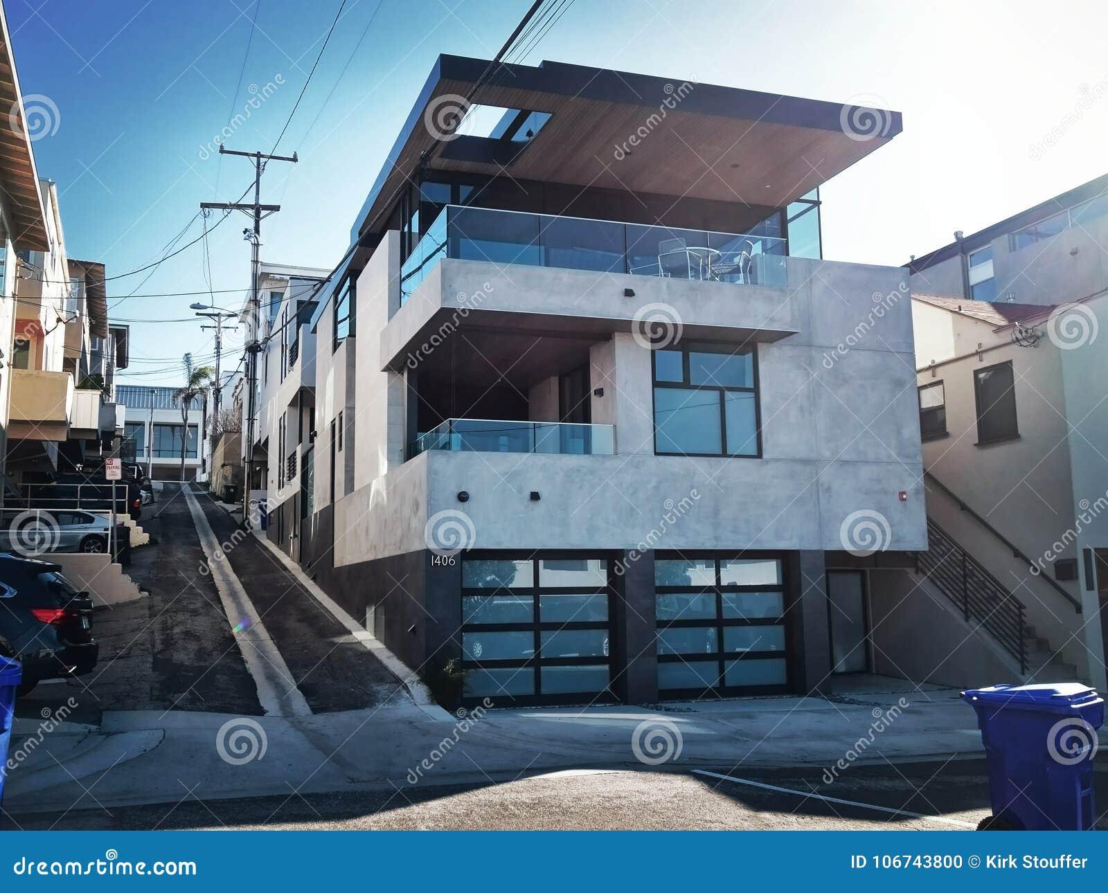 Une Maison Moderne Dans Manhattan Beach, La Californie Image ...