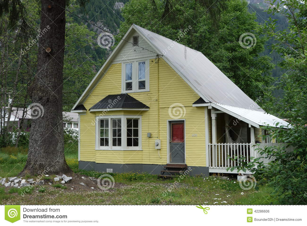 Une maison simple au canada de stewart photo stock image 42286606 for Photo de maison au canada