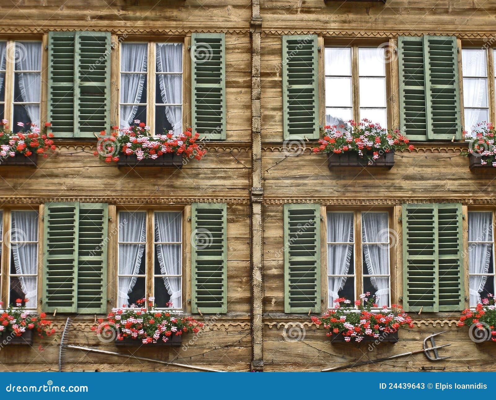Une maison typique en suisse stock images 25 photos - Incroyable maison monolithique en suisse ...