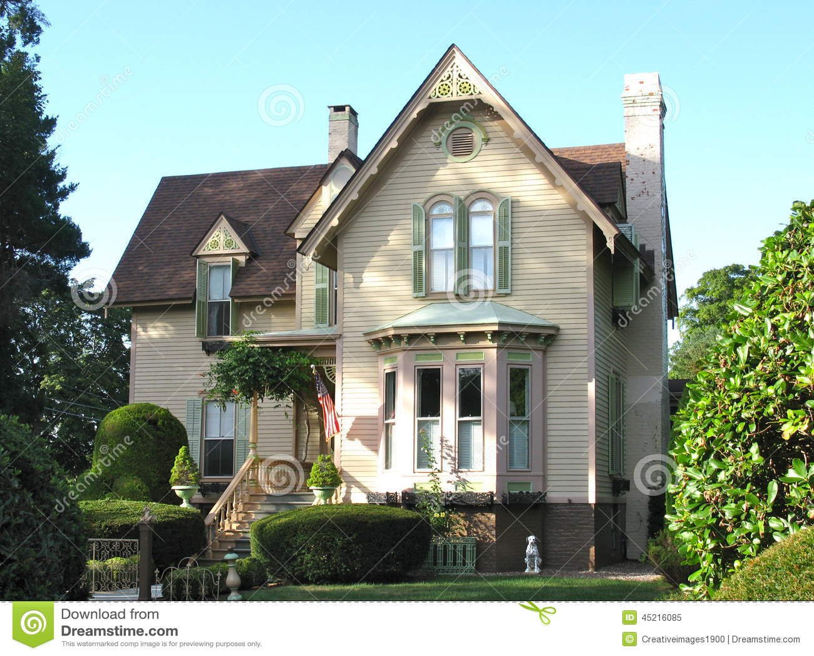 une maison victorienne image stock image du herbe buissons 45216085. Black Bedroom Furniture Sets. Home Design Ideas