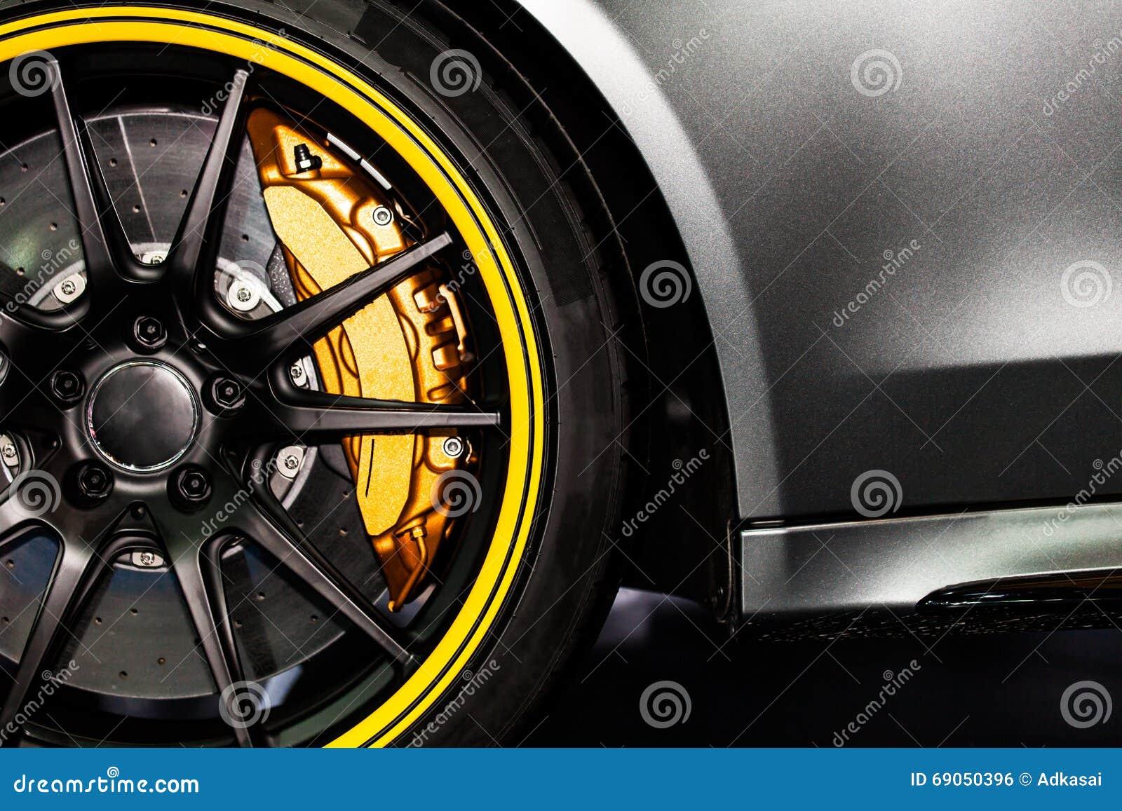 une partie de nouvelle voiture moderne de roue avec la protection de frein de disque photo stock. Black Bedroom Furniture Sets. Home Design Ideas