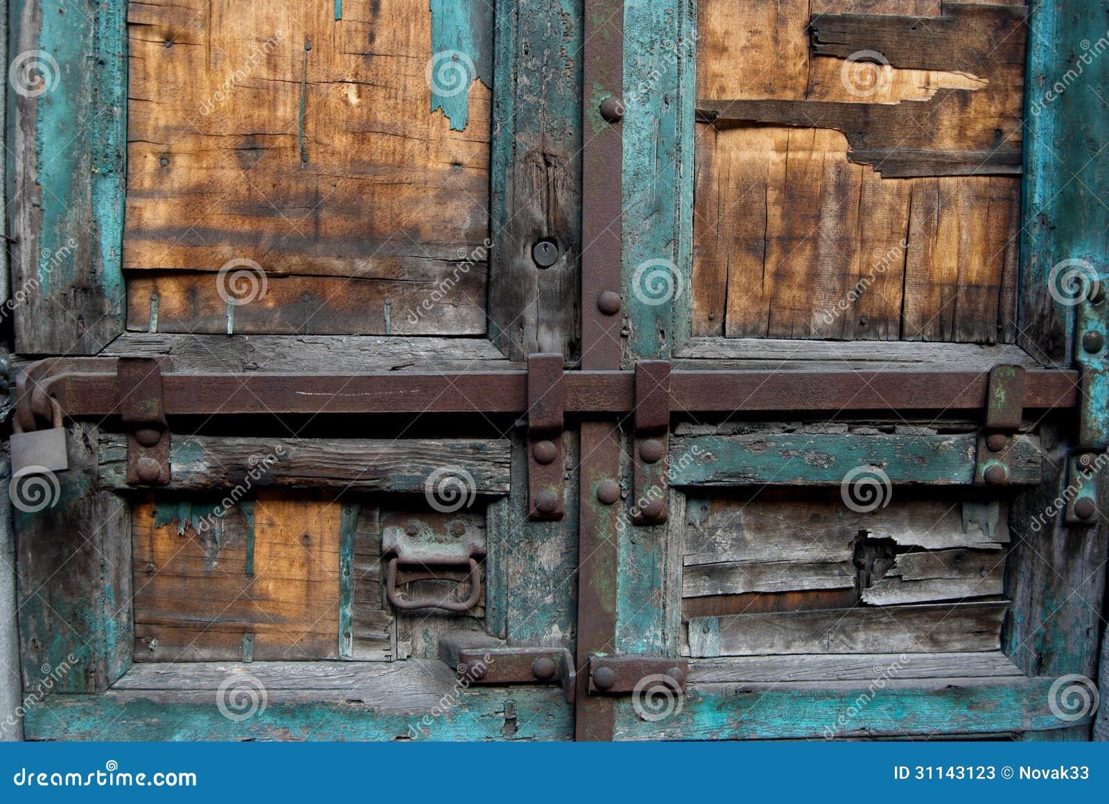 Une partie de vieille porte en bois avec des serrures - Photos de vieilles portes en bois ...