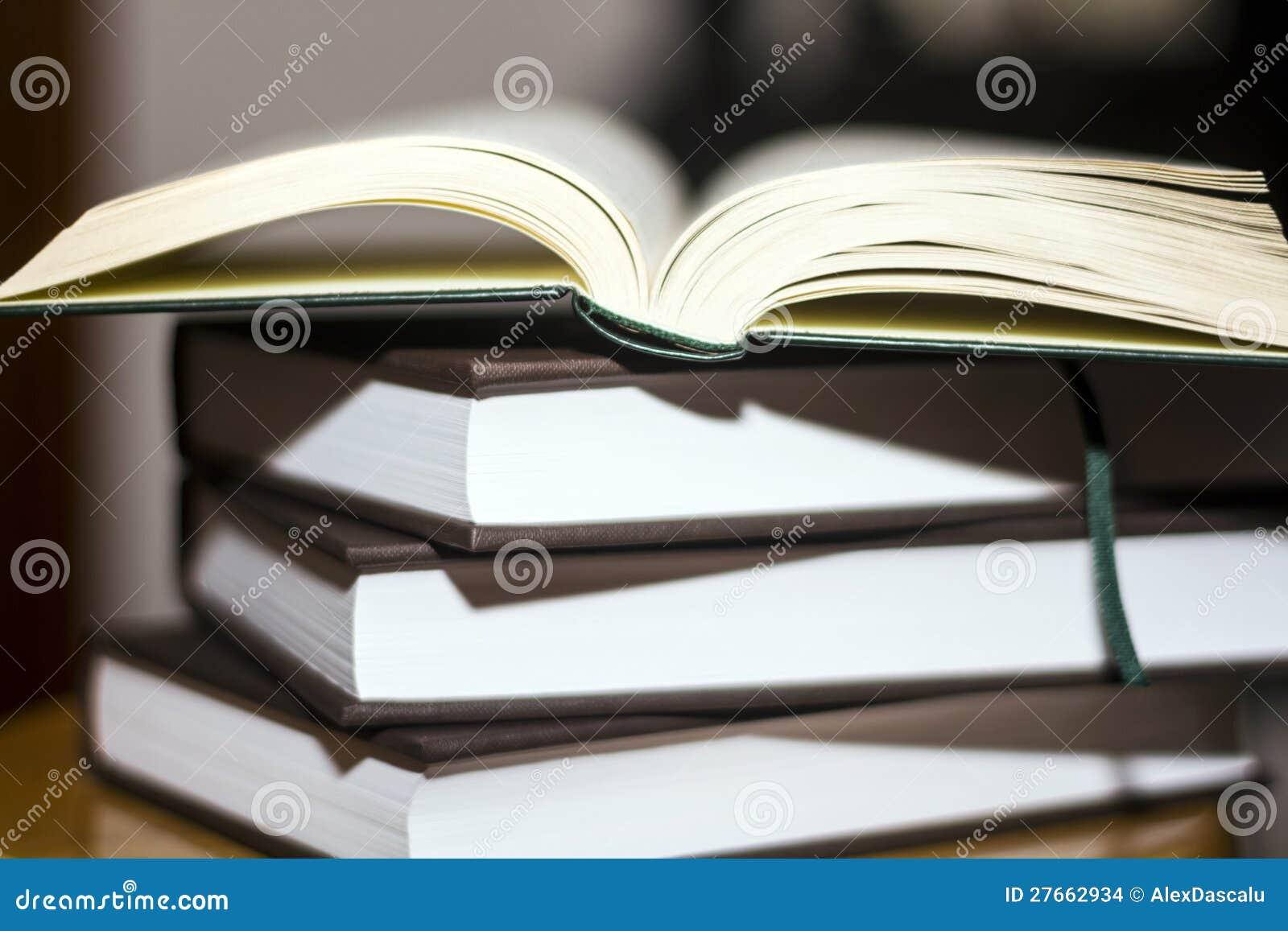 Une pile de livre