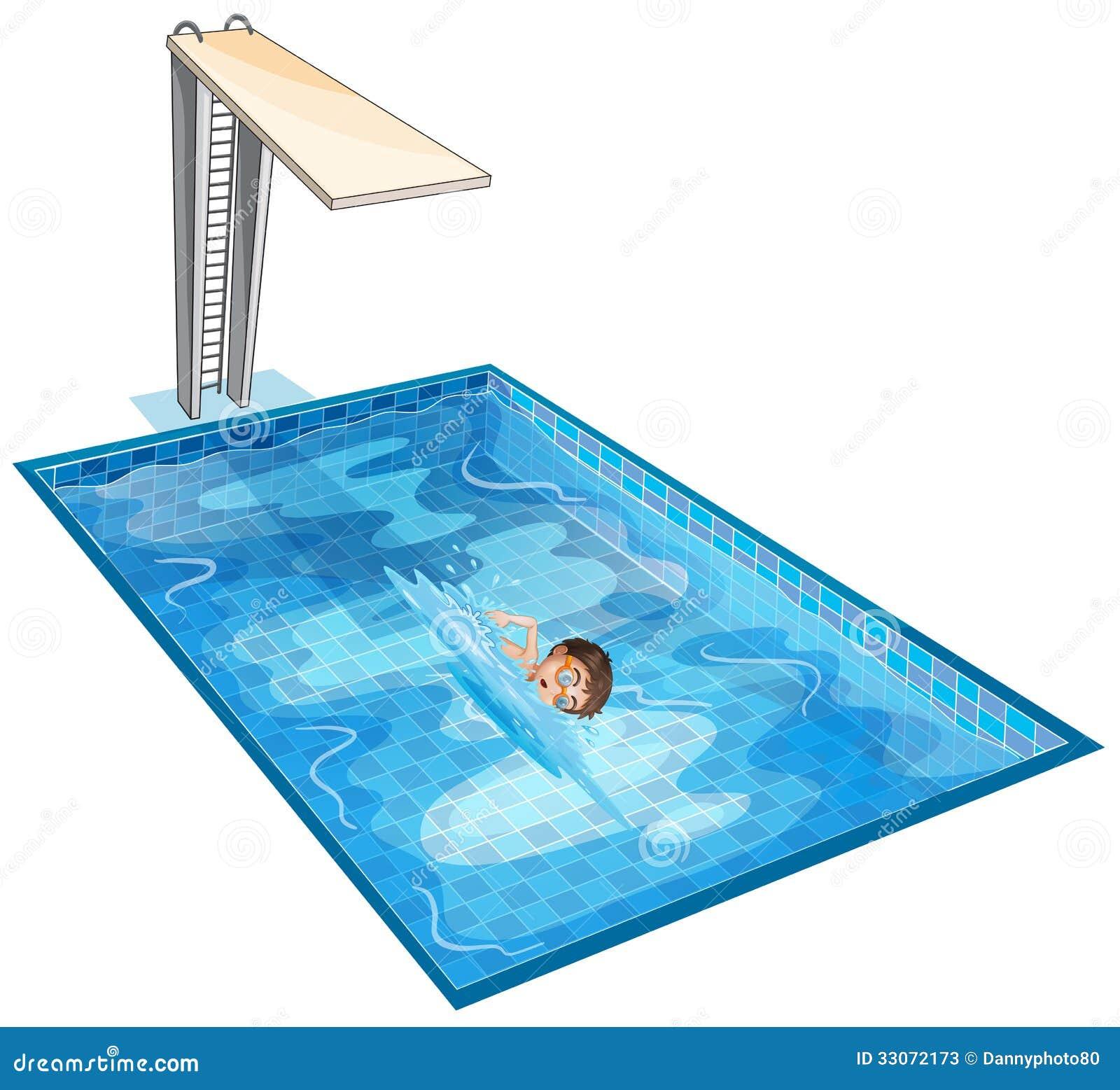 Une piscine avec un jeune garçon