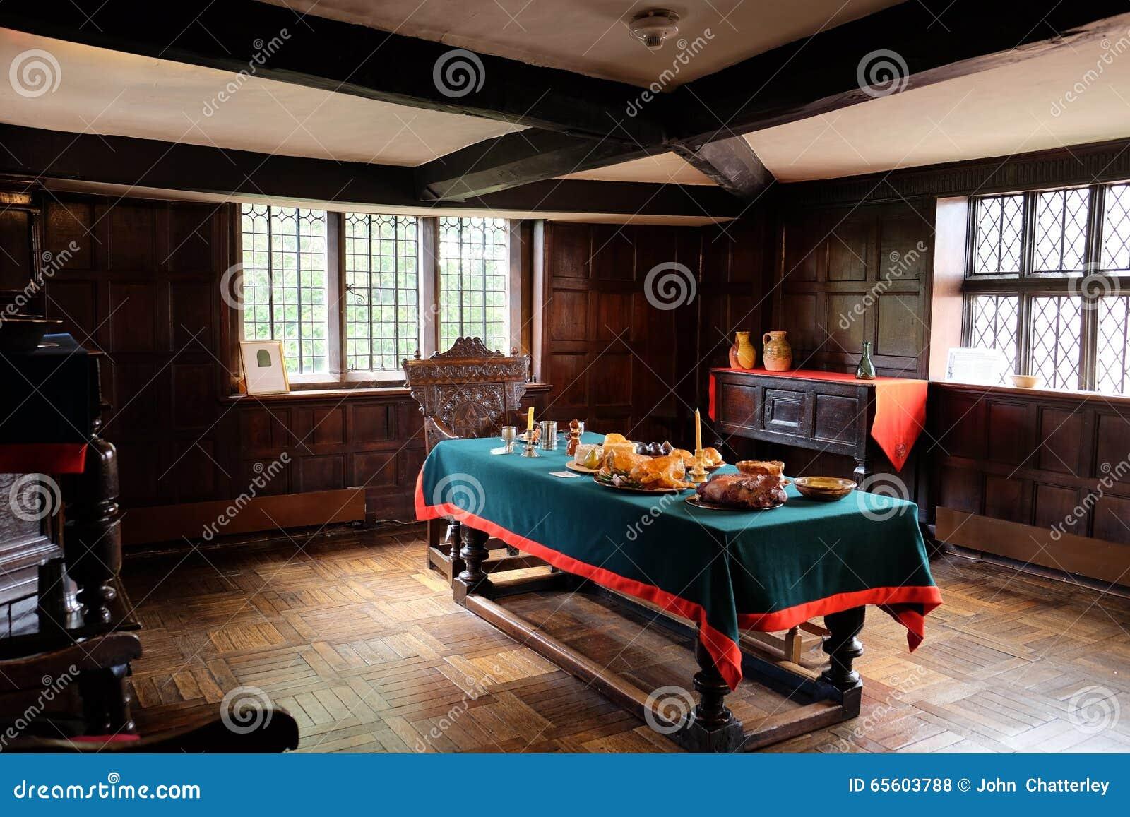 Une salle manger de tudor photo stock image 65603788 for Une salle a manger