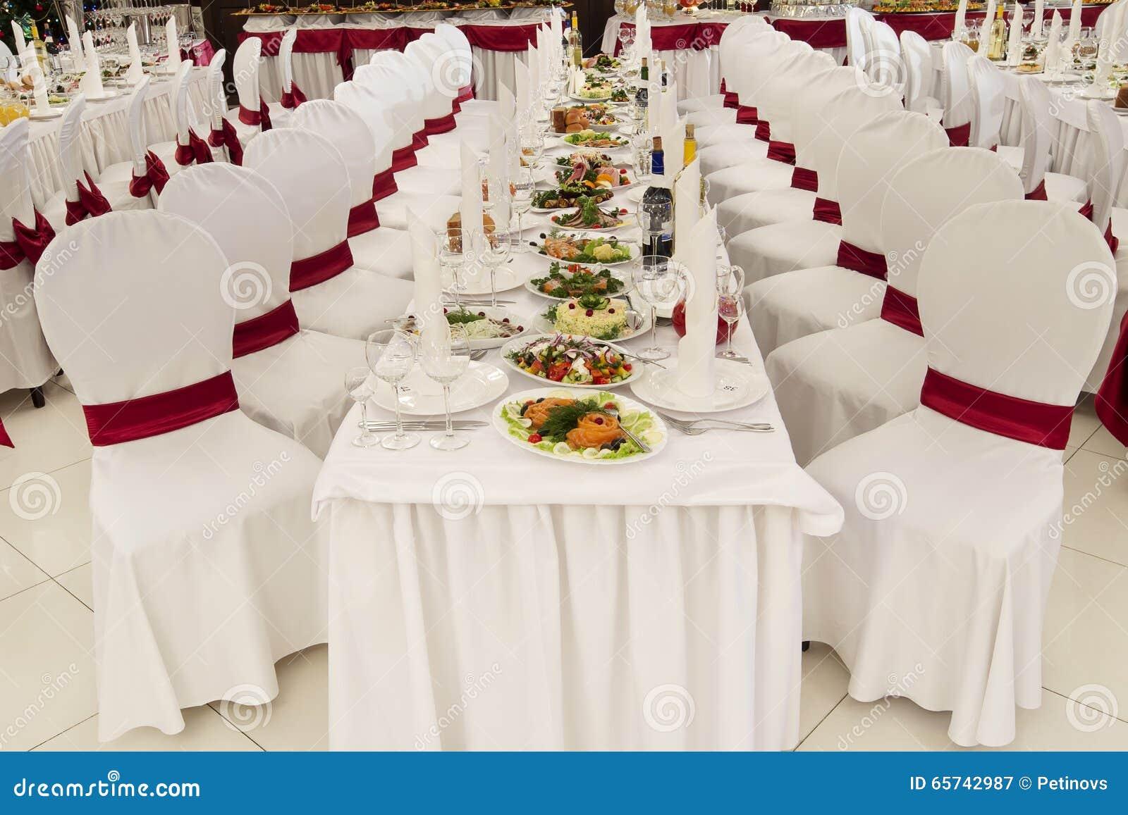 Célèbre Une Salle De Banquet De Restaurant Décorée Pour Un Mariage Photo  XR33