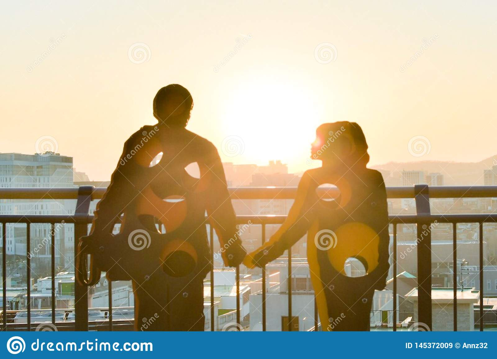 Une sculpture d un couple en parc naksan