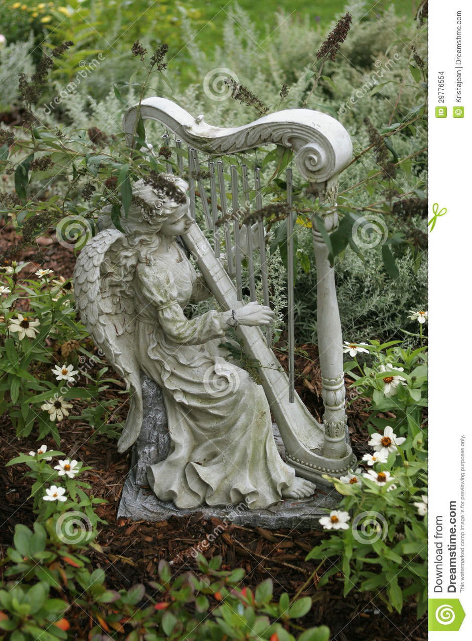 statue de jardin d 39 un ange jouant une harpe images stock image 29776554. Black Bedroom Furniture Sets. Home Design Ideas
