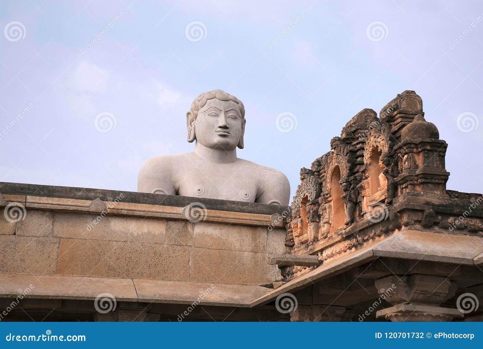 Une statue monolithique gigiantic de Bahubali, également connue sous le nom de Gomateshwara, colline de Vindhyagiri, Shravanbelgo